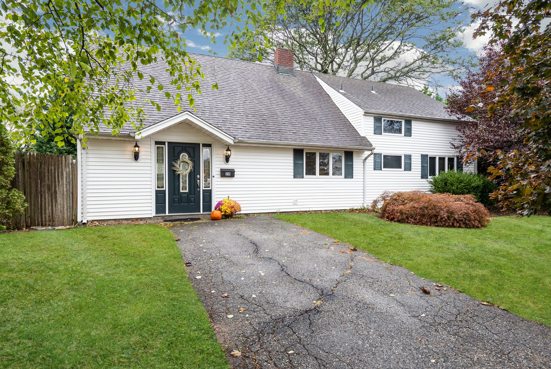 Single Family Homes for Sale at Hicksville 20 Meeting Ln Hicksville, New York 11801 United States