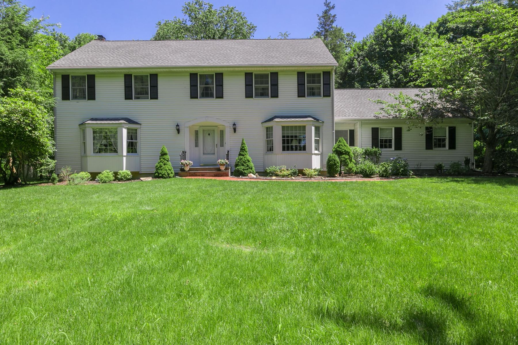 Single Family Homes for Active at Nissequogue 681 Horse Race Ln Nissequogue, New York 11780 United States