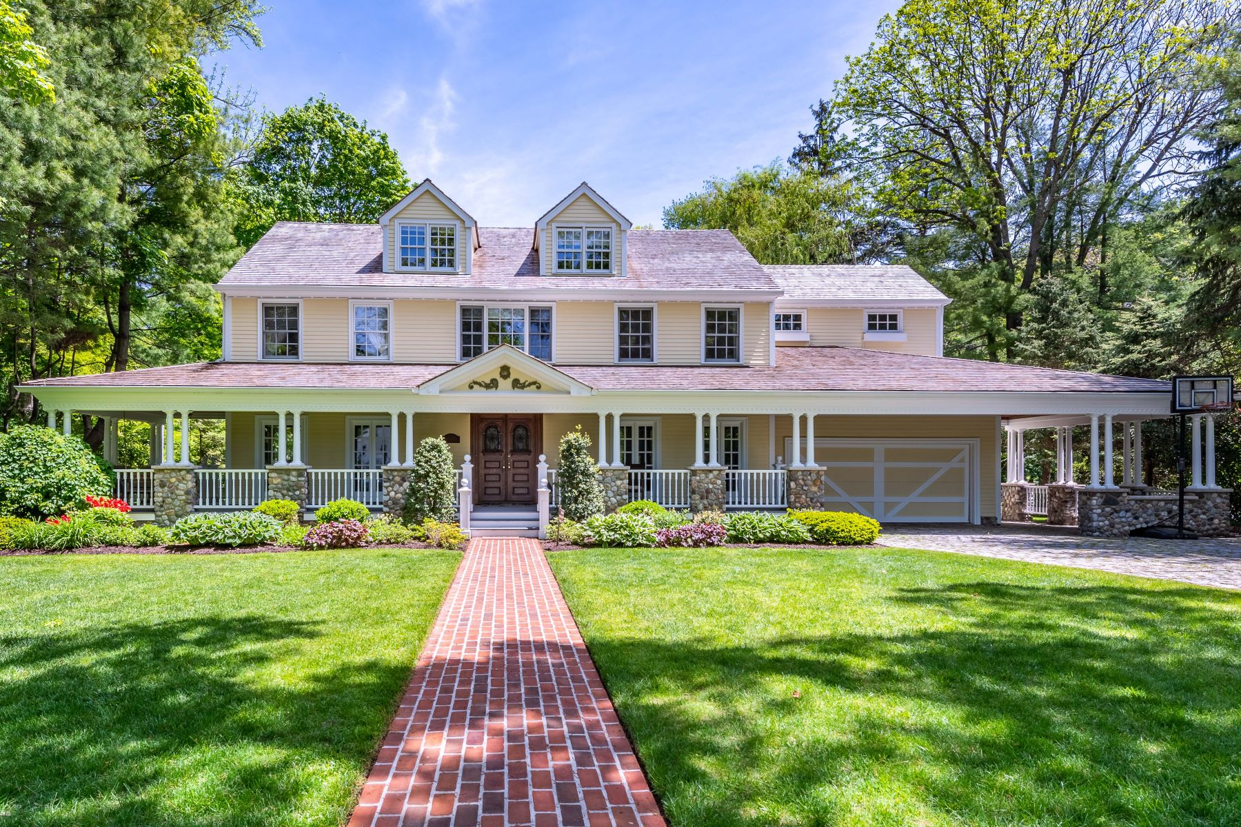 Single Family Homes 為 出售 在 Manhasset 88 Brookside Drive, Manhasset, 纽约 11030 美國