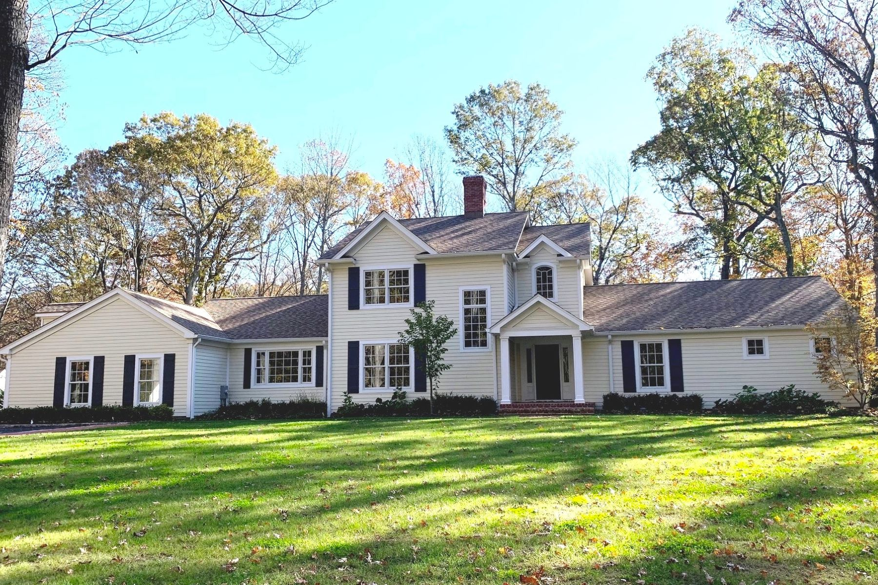 Single Family Homes for Sale at Lloyd Neck 2 Woodfield Court Lloyd Neck, New York 11743 United States