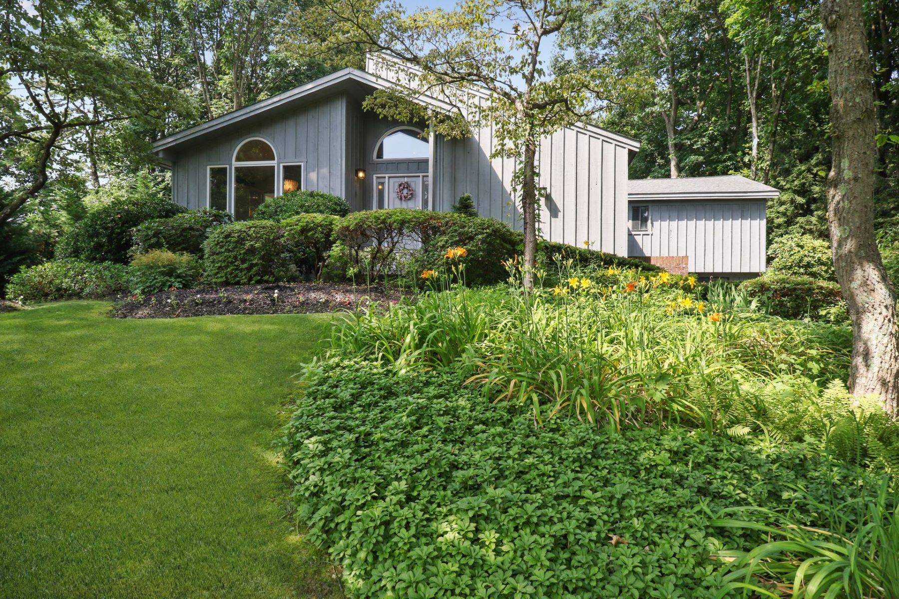 Single Family Homes for Sale at Kings Park 6 Ernest Ct Kings Park, New York 11754 United States