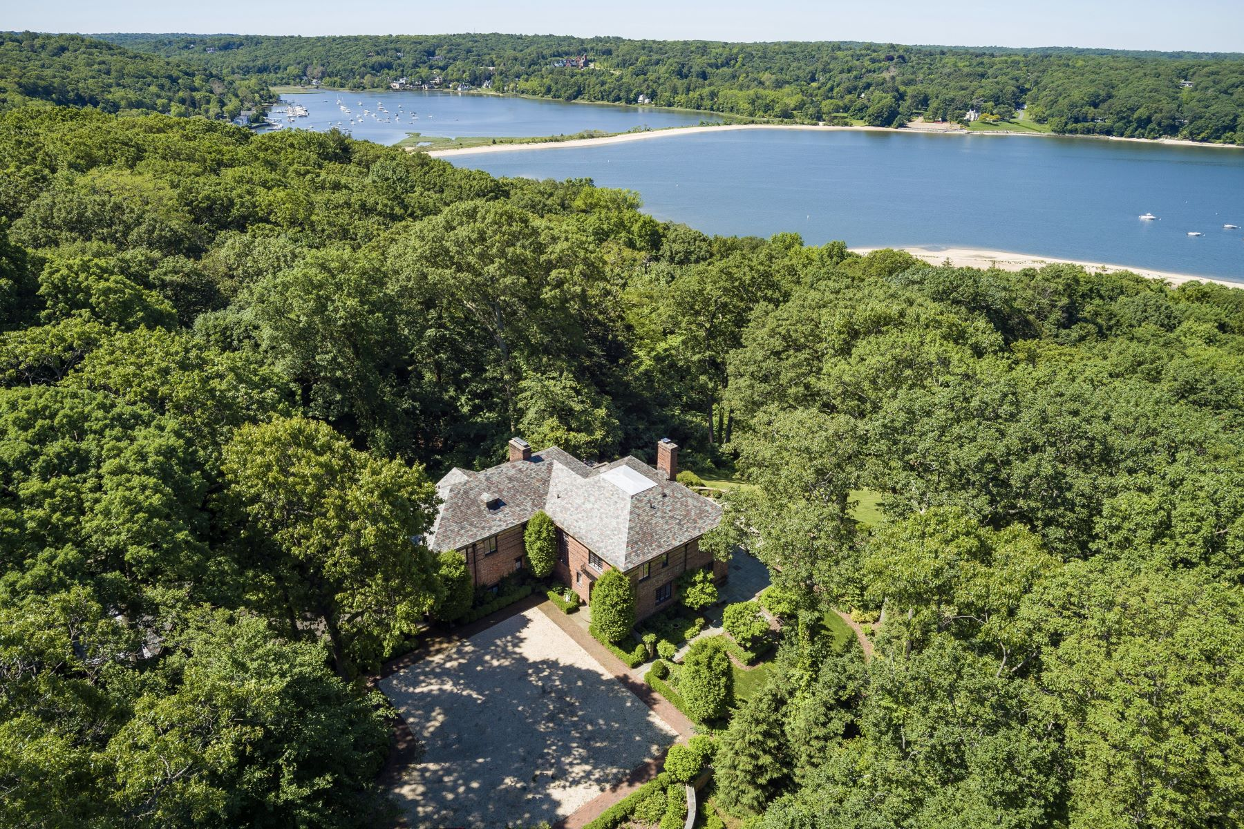Single Family Homes for Sale at Cold Spring Hrbr 55 Walnut Tree Ln Cold Spring Harbor, New York 11724 United States