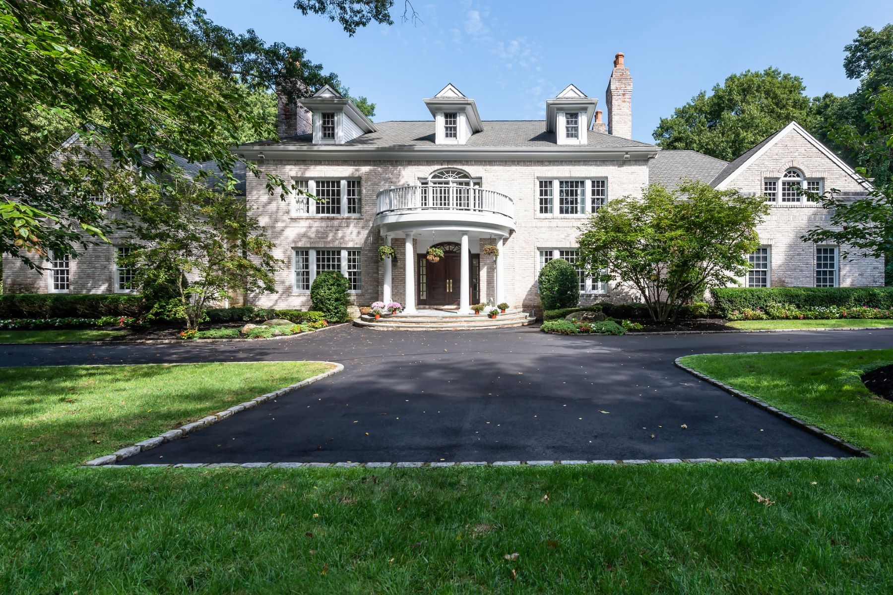 Single Family Homes for Sale at Lattingtown 23 N Danton Lane Lattingtown, New York 11560 United States