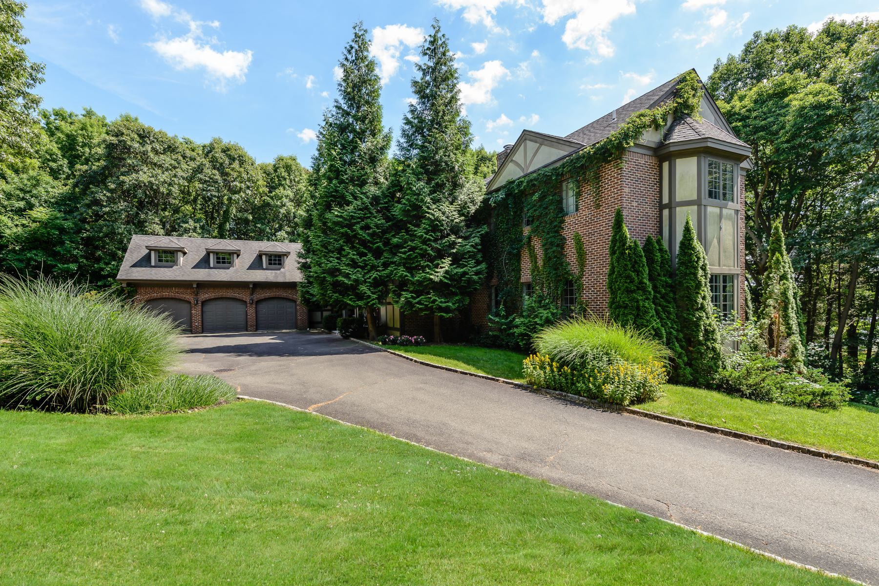 Single Family Homes for Sale at 117 Centre Island Rd Centre Island, New York 11771 United States