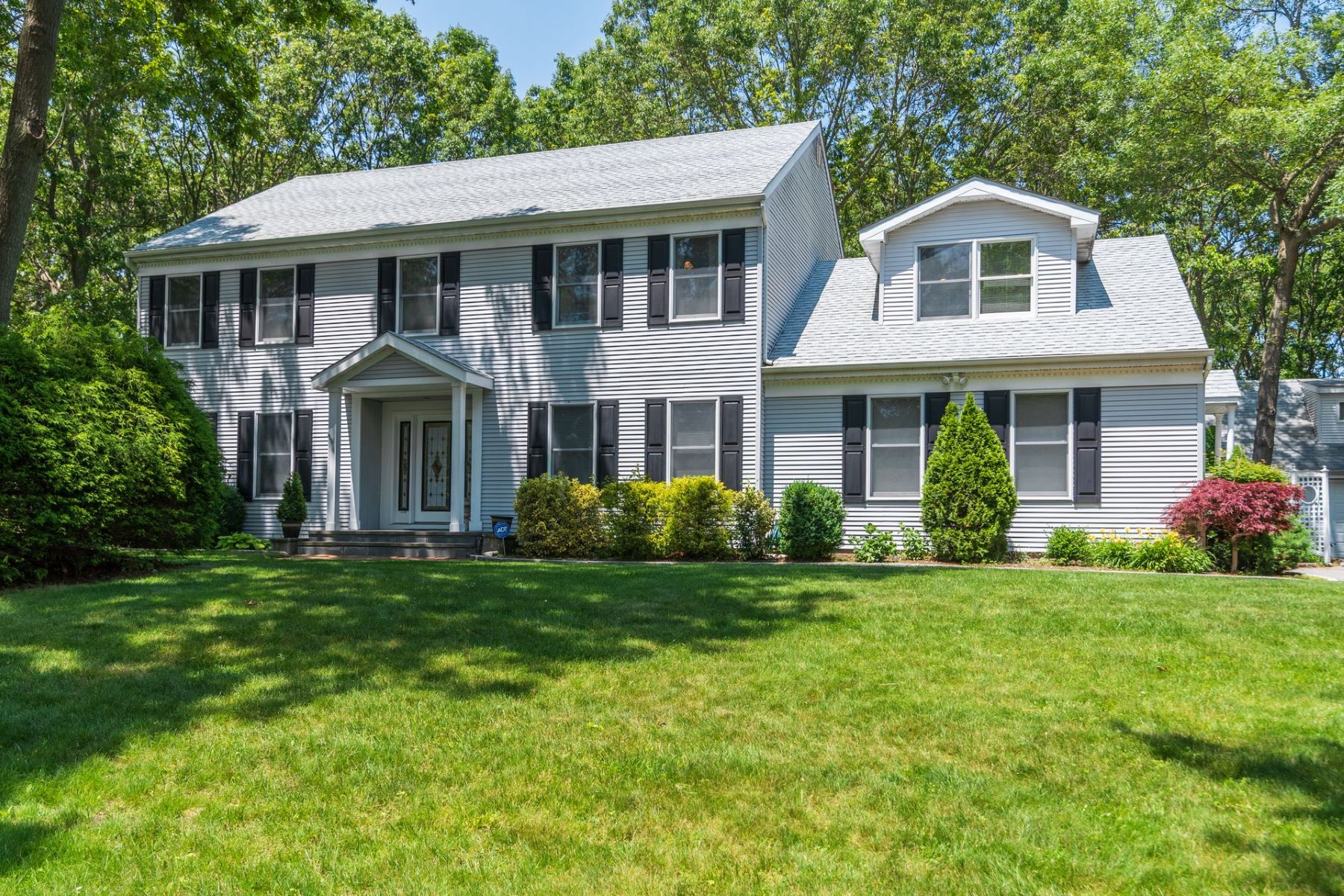 Single Family Homes for Sale at Smithtown 5 Northside Cir Smithtown, New York 11787 United States