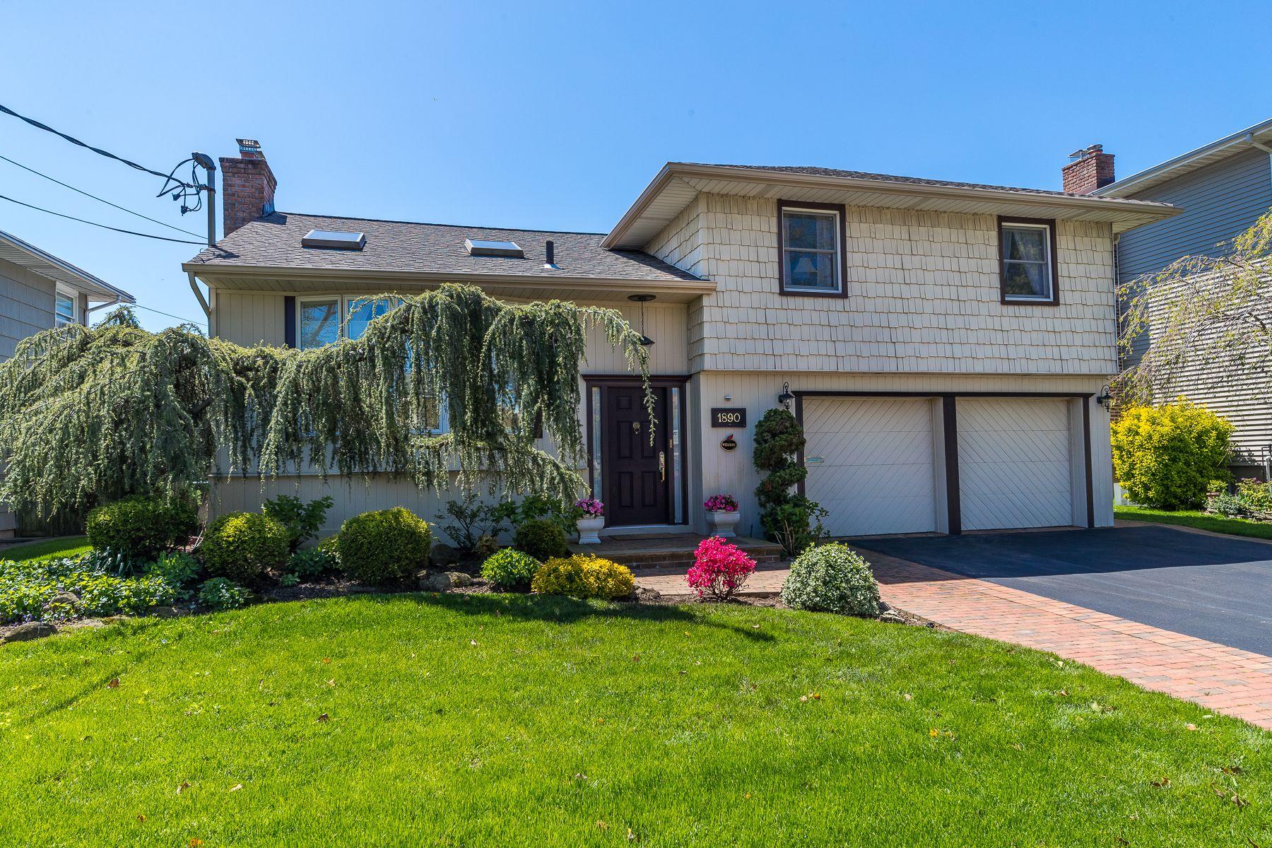 Single Family Homes 為 出售 在 Merrick 1890 Edward Lane, Merrick, 纽约 11566 美國