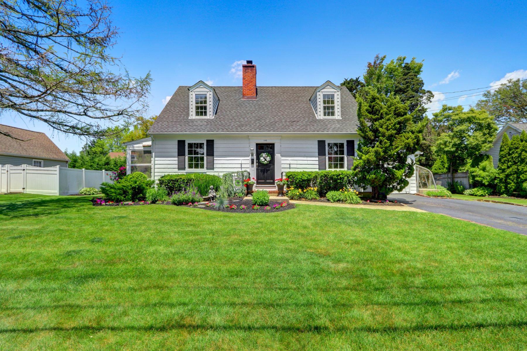 Single Family Homes 為 出售 在 Massapequa 149 Adam Road, Massapequa, 纽约 11758 美國