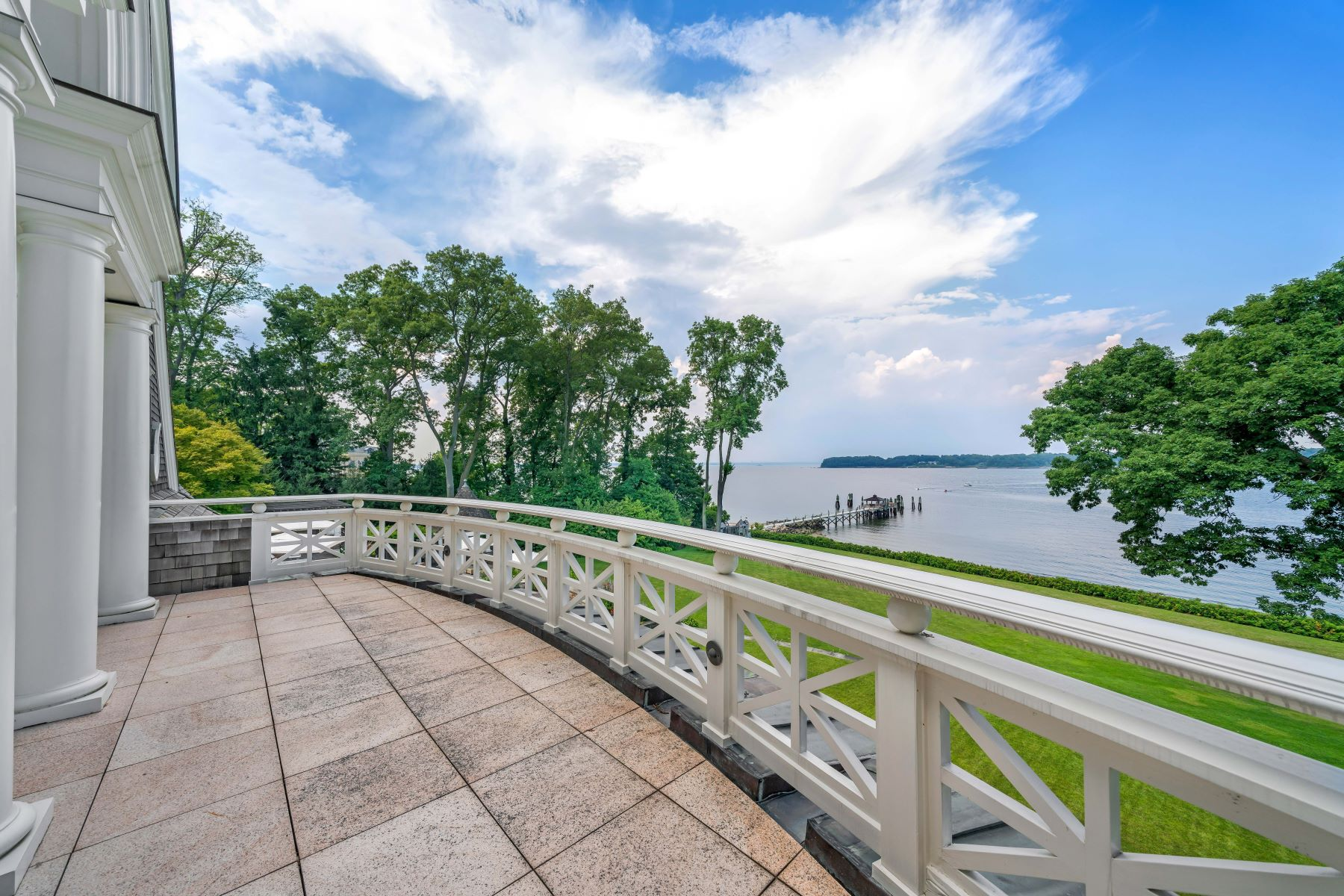 Additional photo for property listing at Great Neck 1 Swan Landing Great Neck, New York 11024 United States