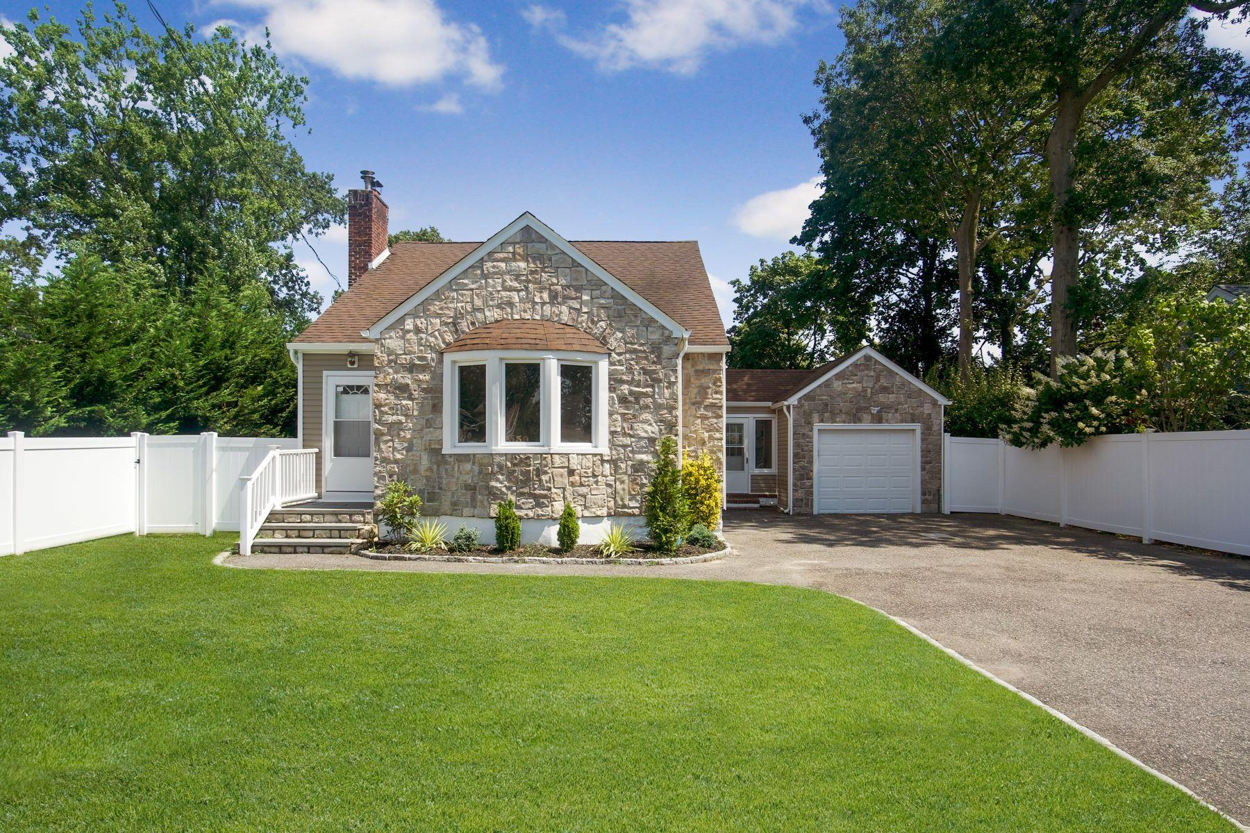 Single Family Homes för Försäljning vid West Islip 530 Myrtle Ave, West Islip, New York 11795 Förenta staterna
