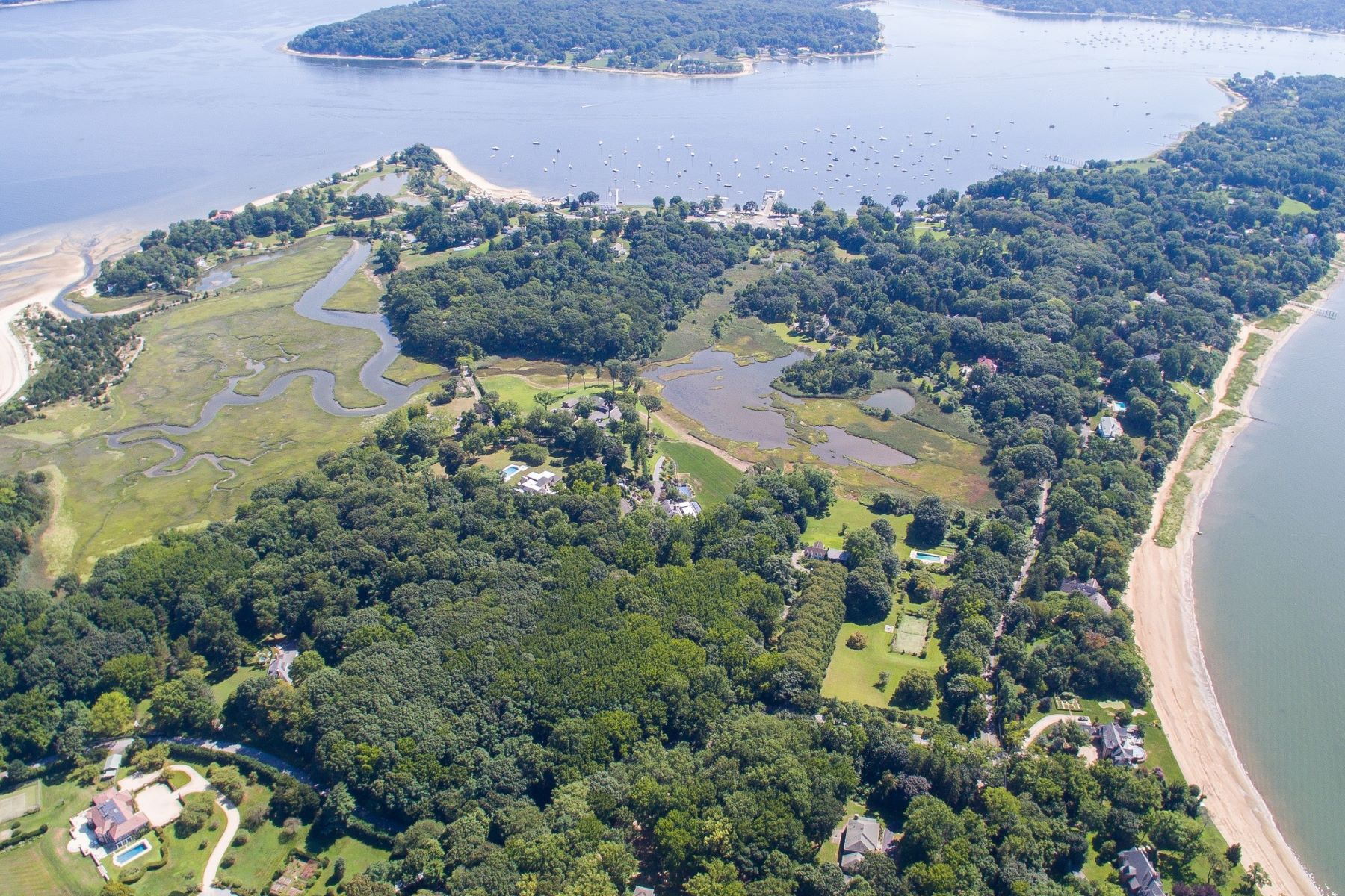 Single Family Homes for Active at 214 Centre Island Rd Centre Island, New York 11771 United States