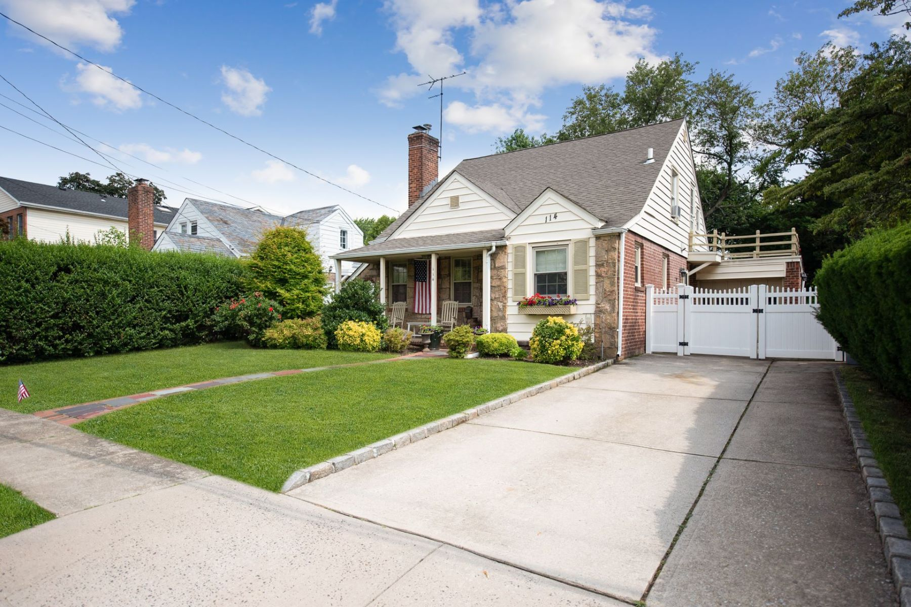 Single Family Homes for Sale at Malverne 114 Morris Ave Malverne, New York 11565 United States