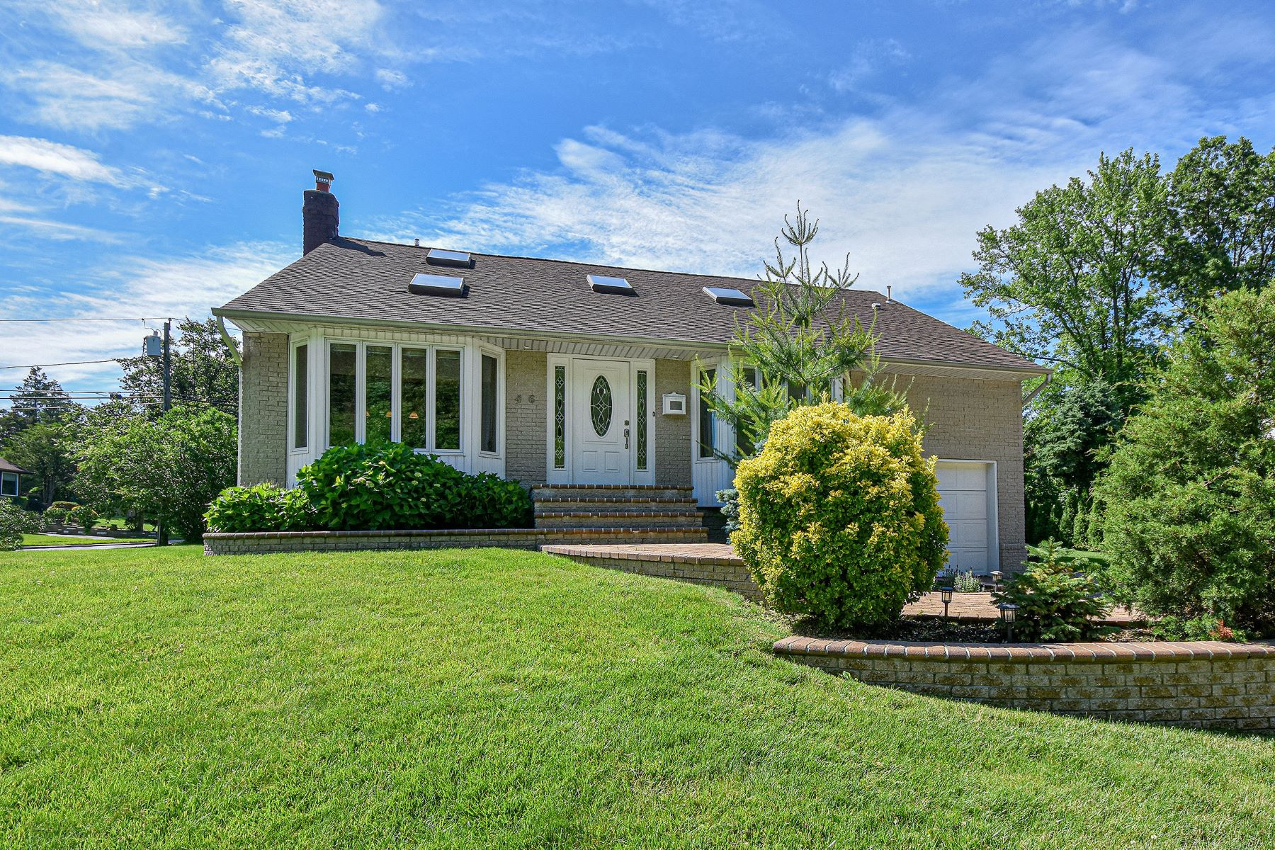 Single Family Homes för Försäljning vid Syosset 46 Marlene Drive, Syosset, New York 11791 Förenta staterna