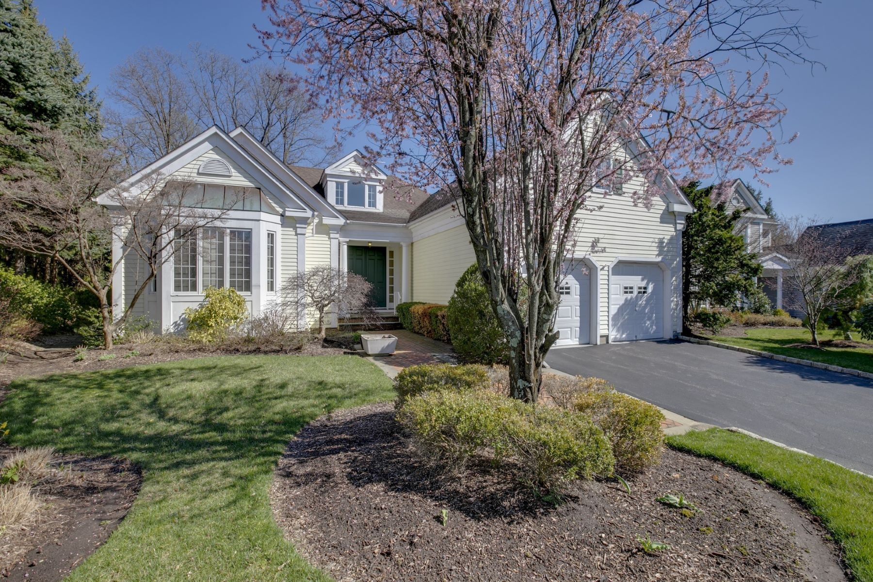 Single Family Homes for Active at Manhasset 41 Evergreen Cir Manhasset, New York 11030 United States
