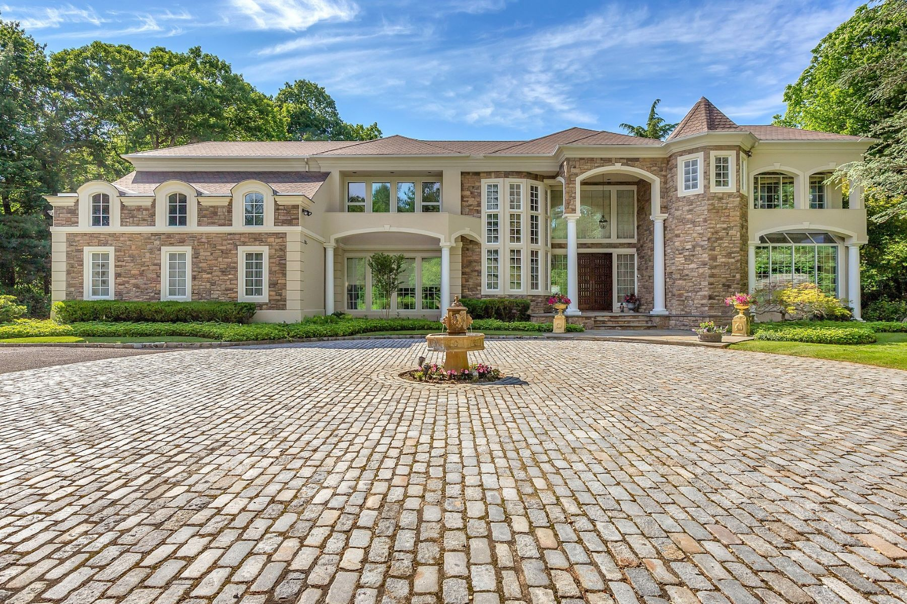 Single Family Homes for Active at Syosset 55 Coves Run Oyster Bay Cove, New York 11791 United States