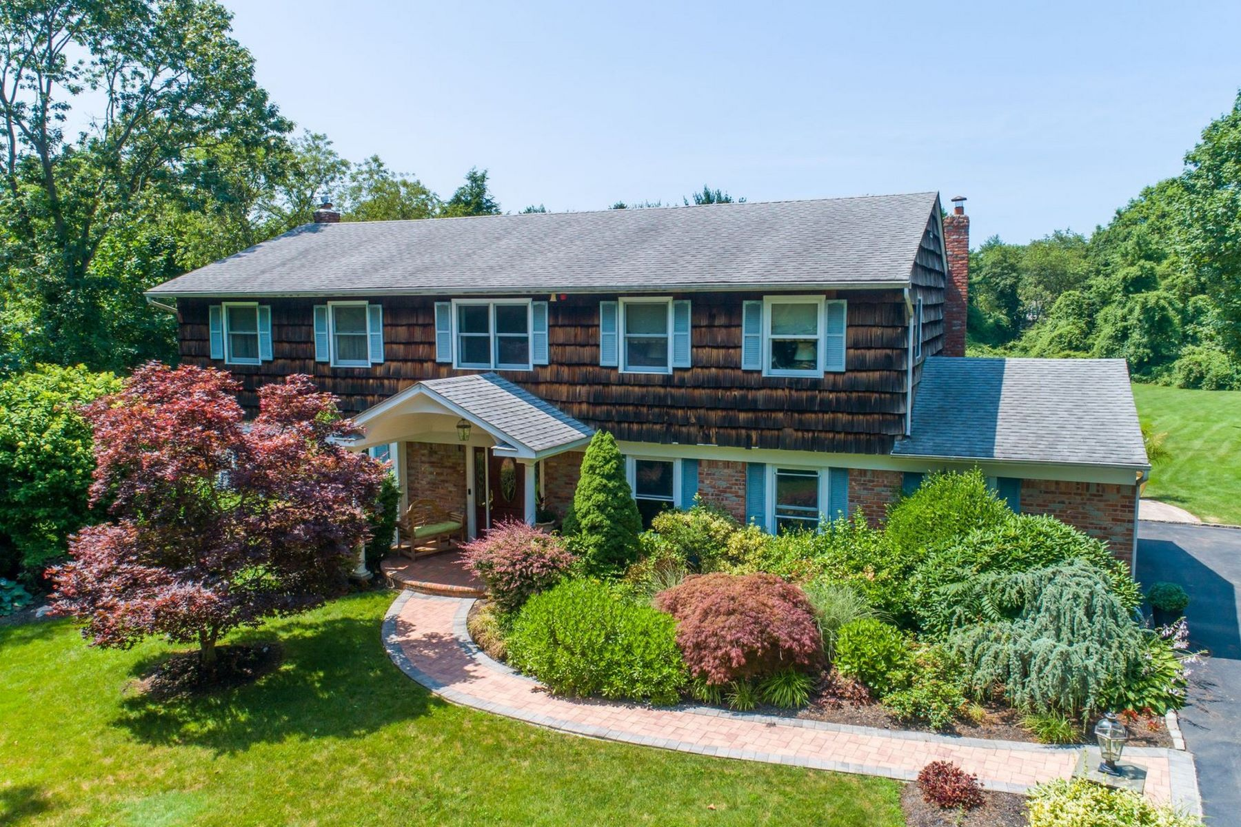Single Family Homes for Sale at Dix Hills 36 Highfield Ct Dix Hills, New York 11746 United States