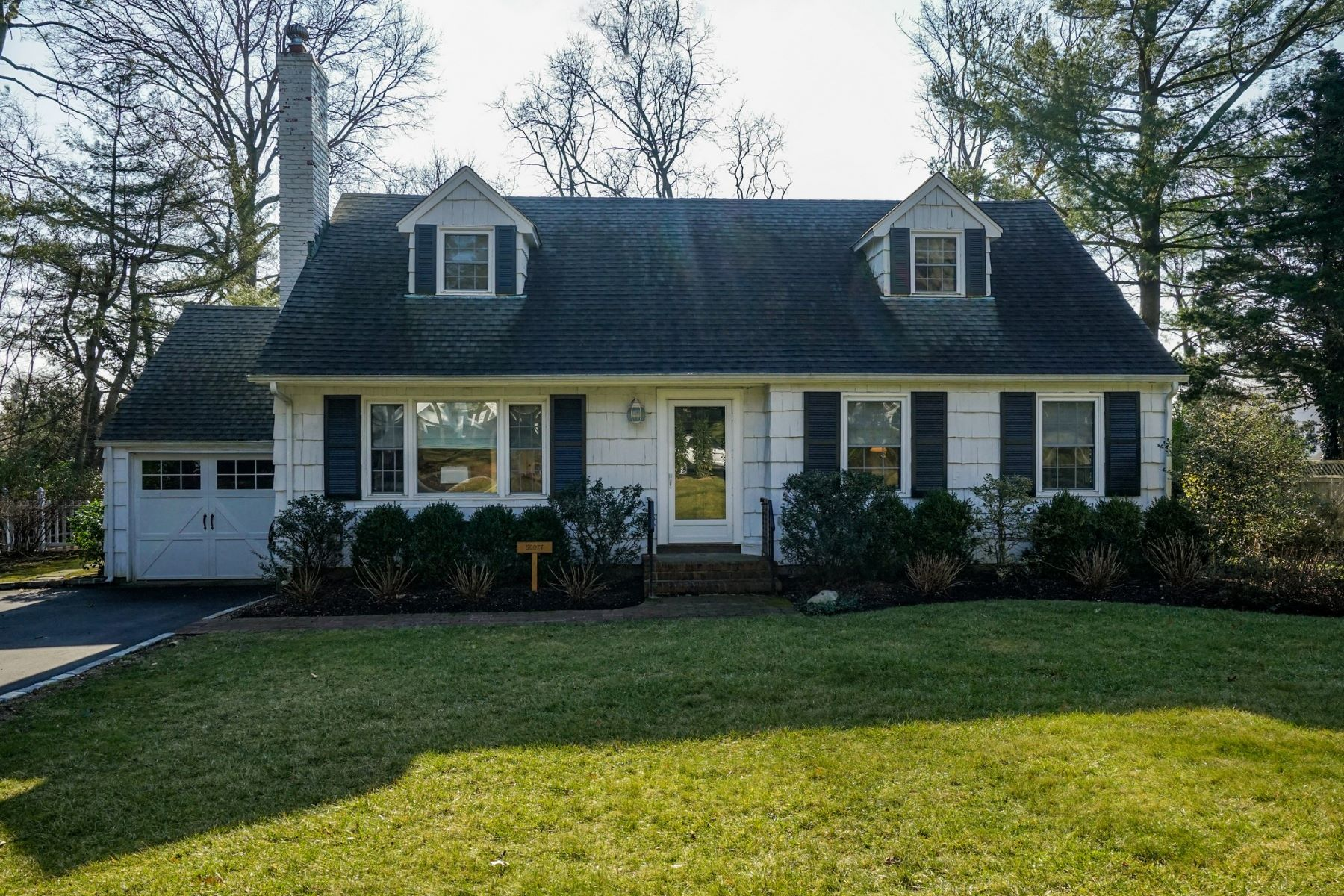 Single Family Homes for Sale at Lattingtown 15 Wood Lane Lattingtown, New York 11560 United States