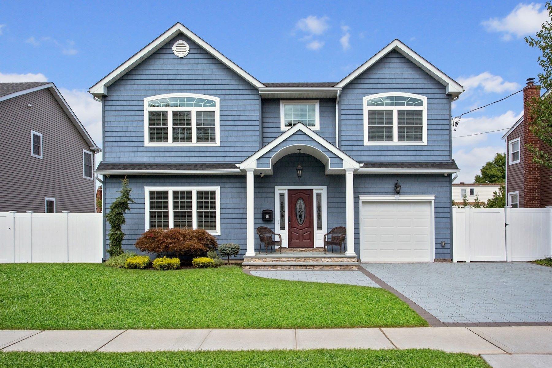 Single Family Homes 為 出售 在 Massapequa 251 N Maple Street, Massapequa, 纽约 11758 美國