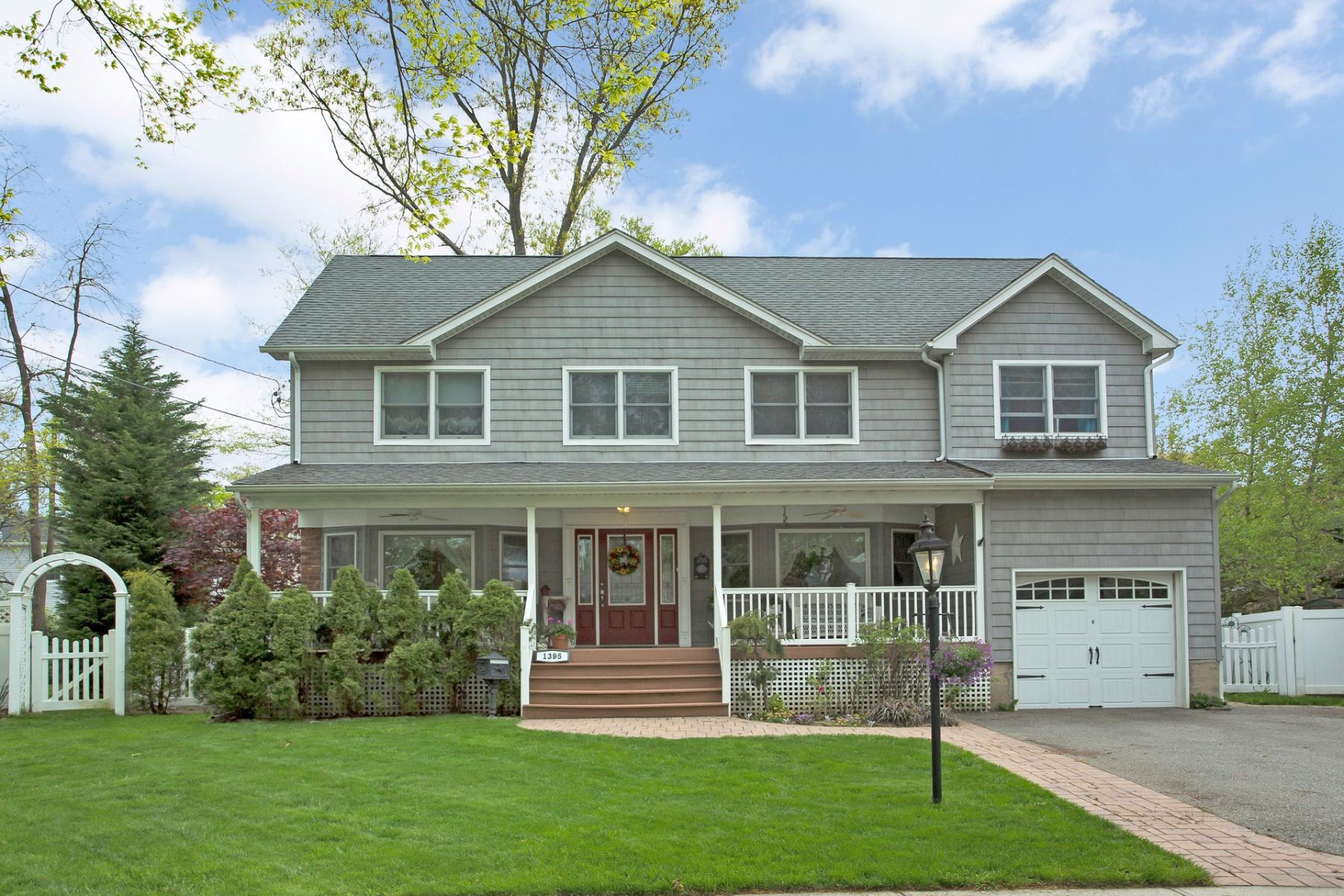 Single Family Homes for Active at Wantagh 1395 Poulson St Wantagh, New York 11793 United States
