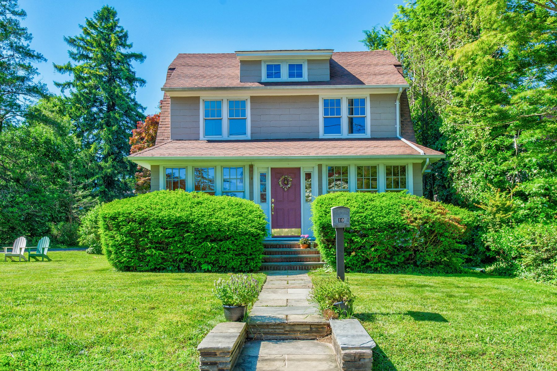Single Family Homes for Sale at Glen Head 10 Townsend St Glen Head, New York 11545 United States