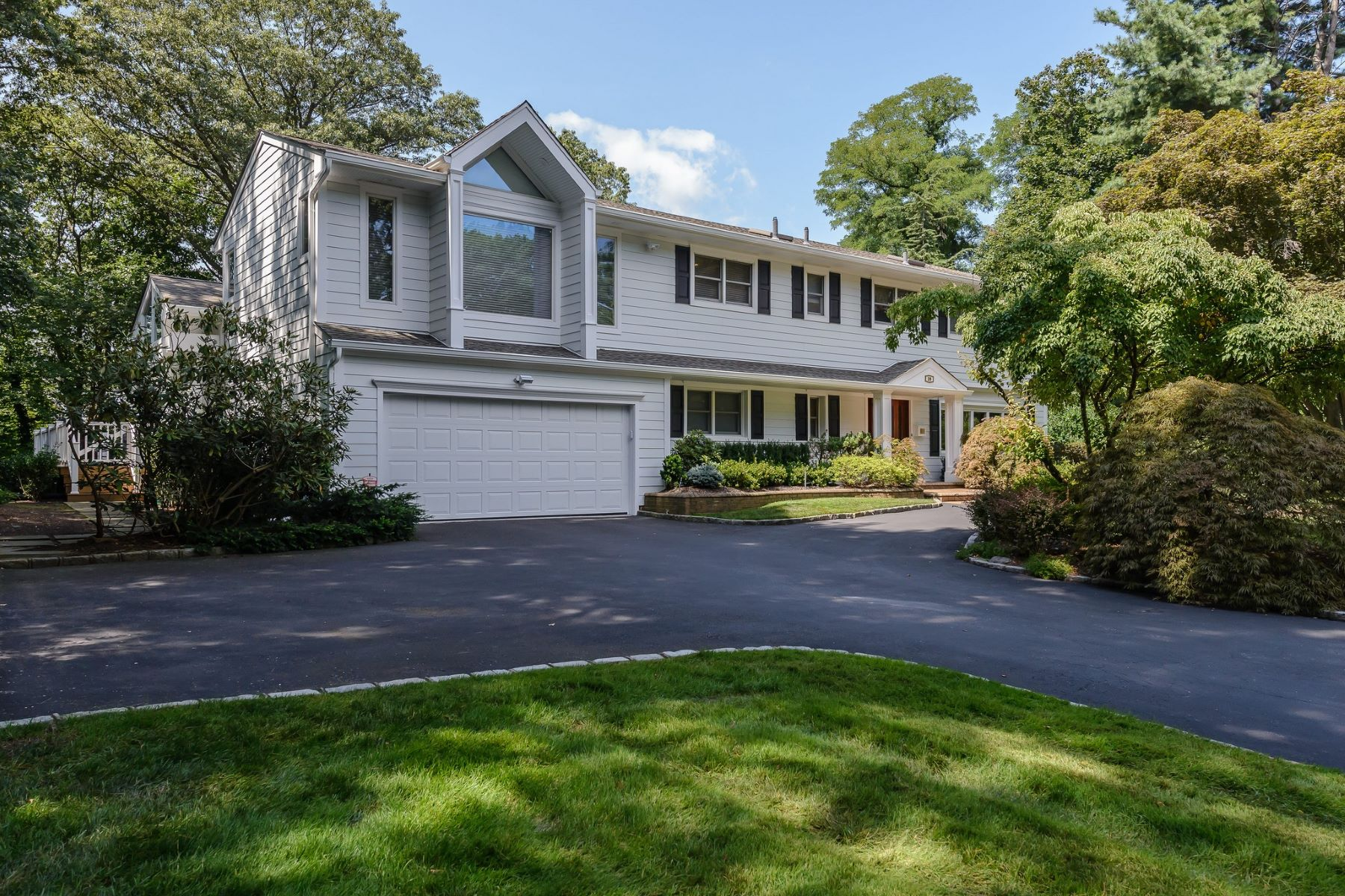 Single Family Homes for Active at East Hills 20 Lawn Dr East Hills, New York 11576 United States