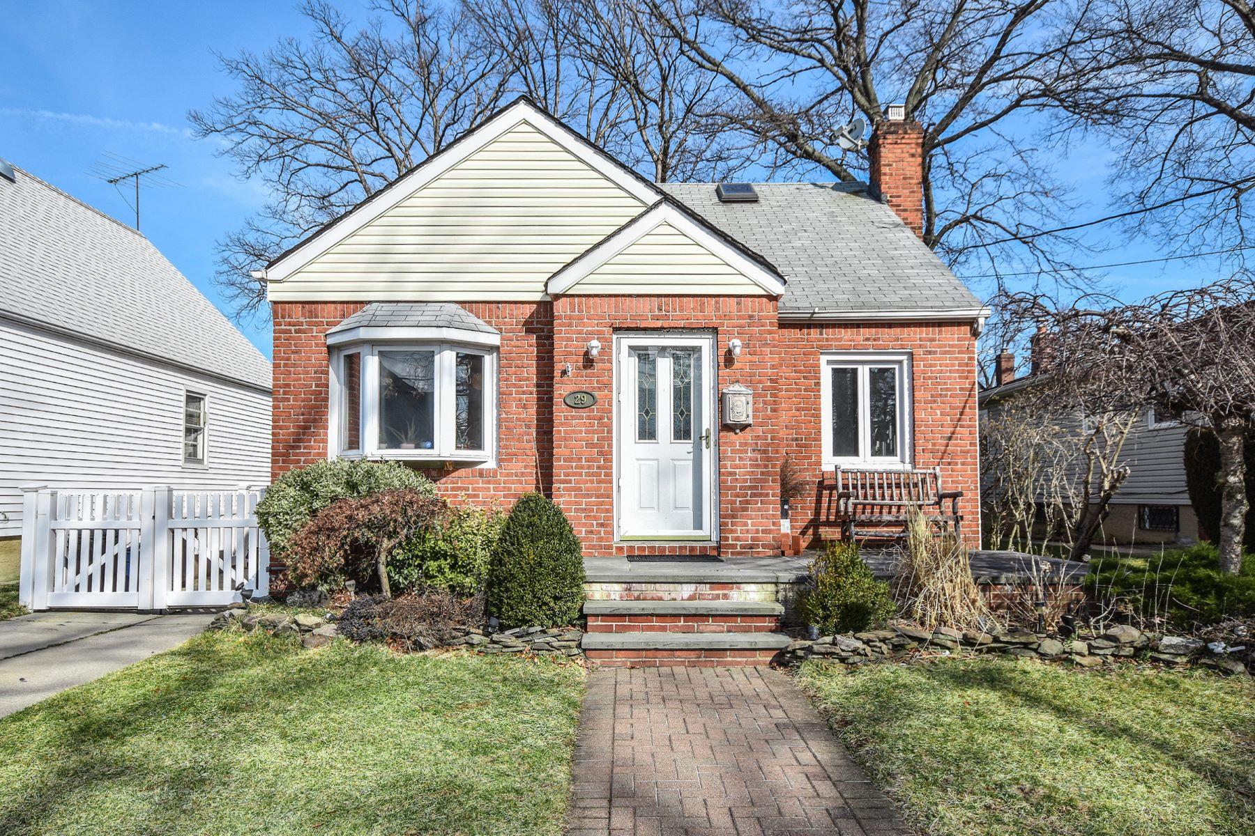Single Family Homes för Försäljning vid New Hyde Park 29 Corwin Ave, New Hyde Park, New York 11040 Förenta staterna