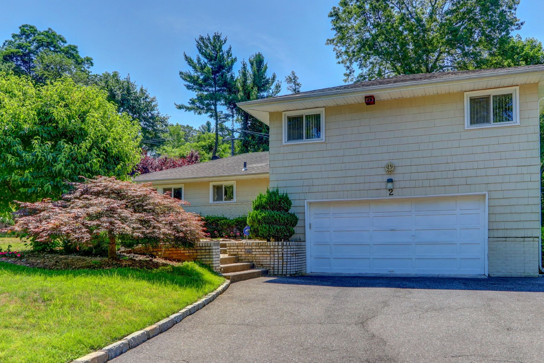 Single Family Homes for Sale at East Hills 2 Vanad Dr East Hills, New York 11576 United States