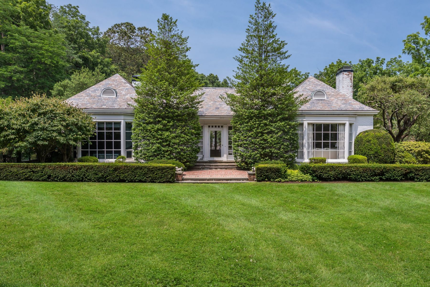 Single Family Homes for Sale at Locust Valley 1 Thorne Ln Locust Valley, New York 11560 United States