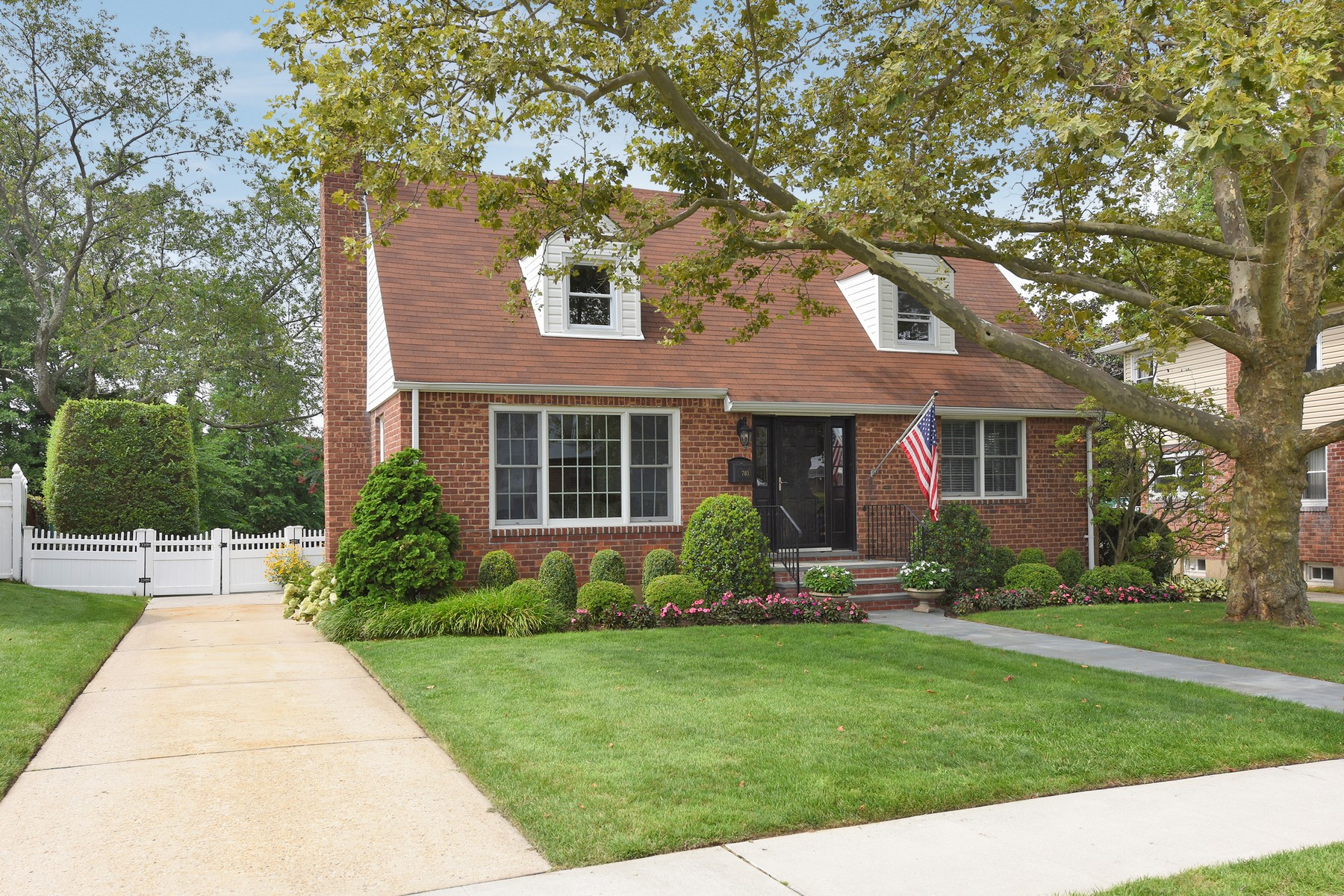Single Family Homes for Sale at Franklin Square 740 Bayberry Rd Franklin Square, New York 11010 United States