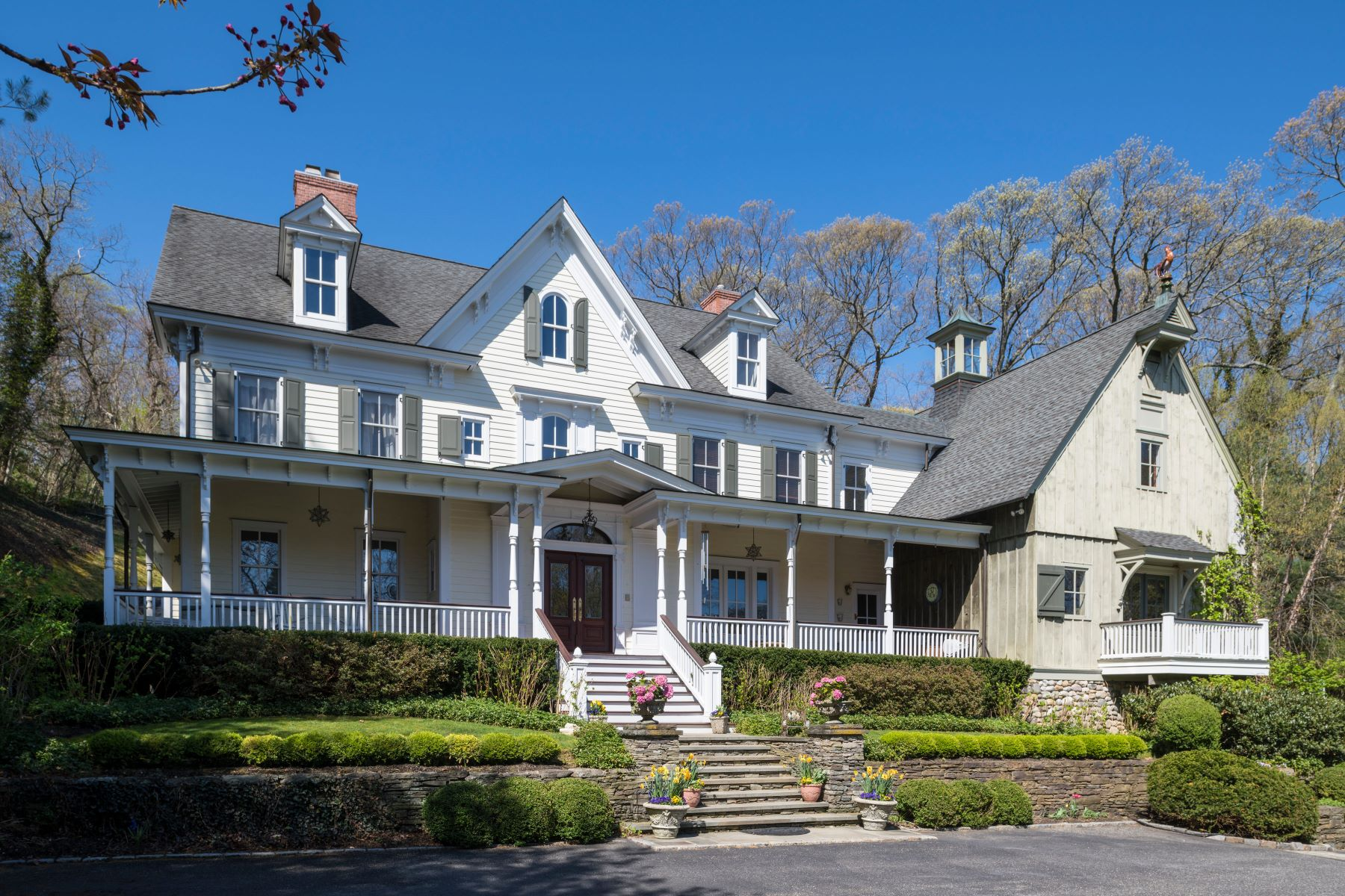 Single Family Homes for Sale at Col Spring Harbor NY 100 Turkey Ln Cold Spring Harbor, New York 11724 United States
