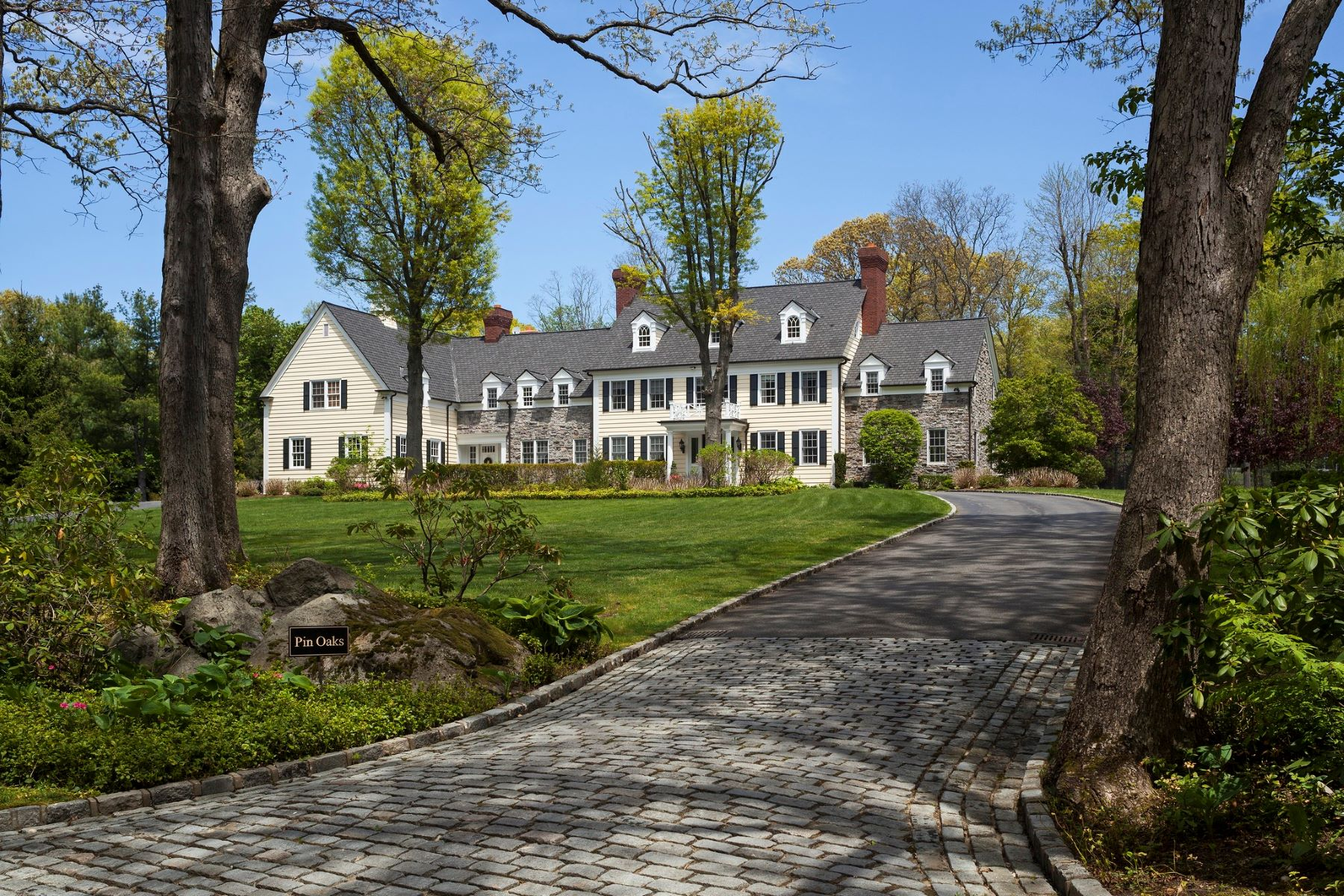 Single Family Homes for Active at Mill Neck 334 Meadow Lane Mill Neck, New York 11765 United States