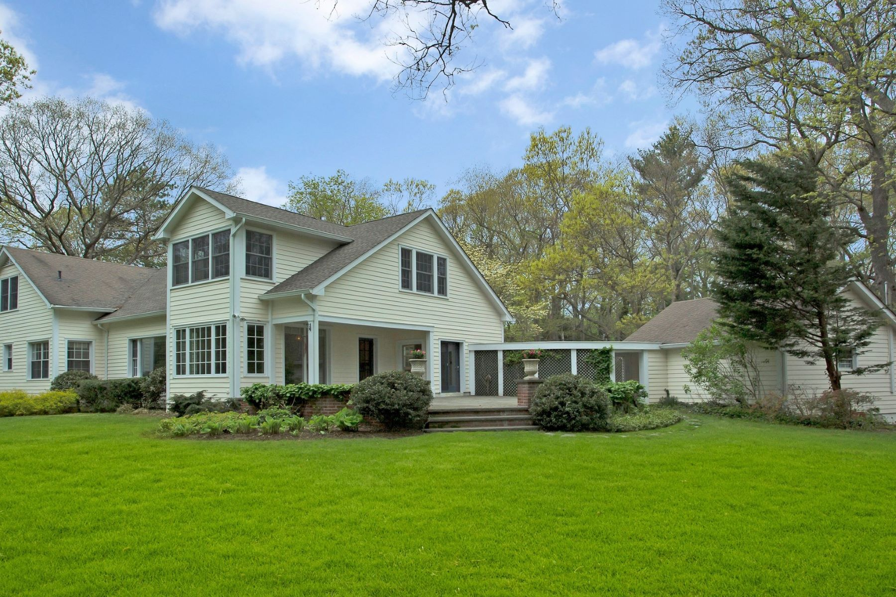 Single Family Homes for Sale at Locust Valley 820 Chicken Valley Rd Locust Valley, New York 11560 United States