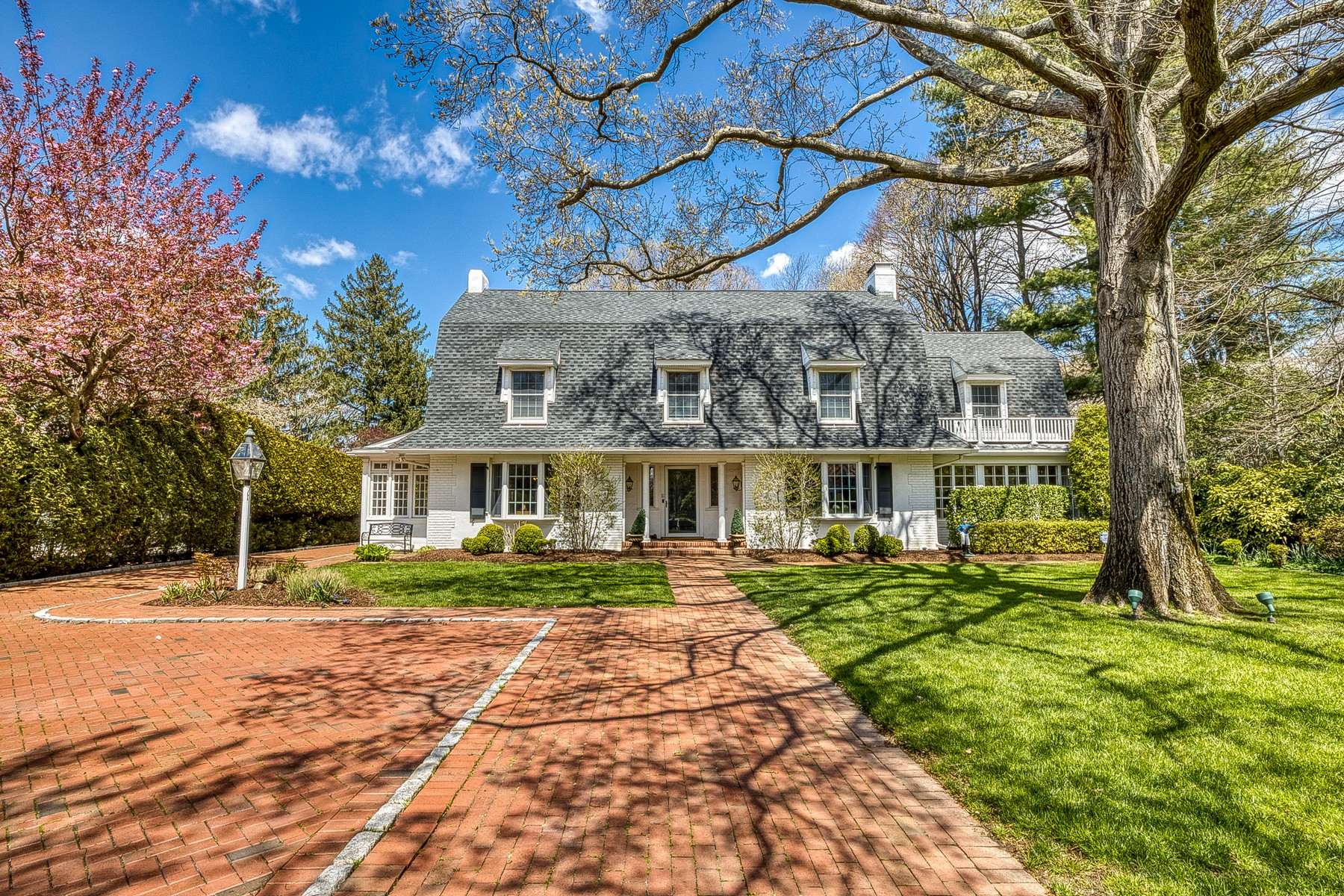 Single Family Homes for Active at Garden City 407 Stewart Garden City, New York 11530 United States