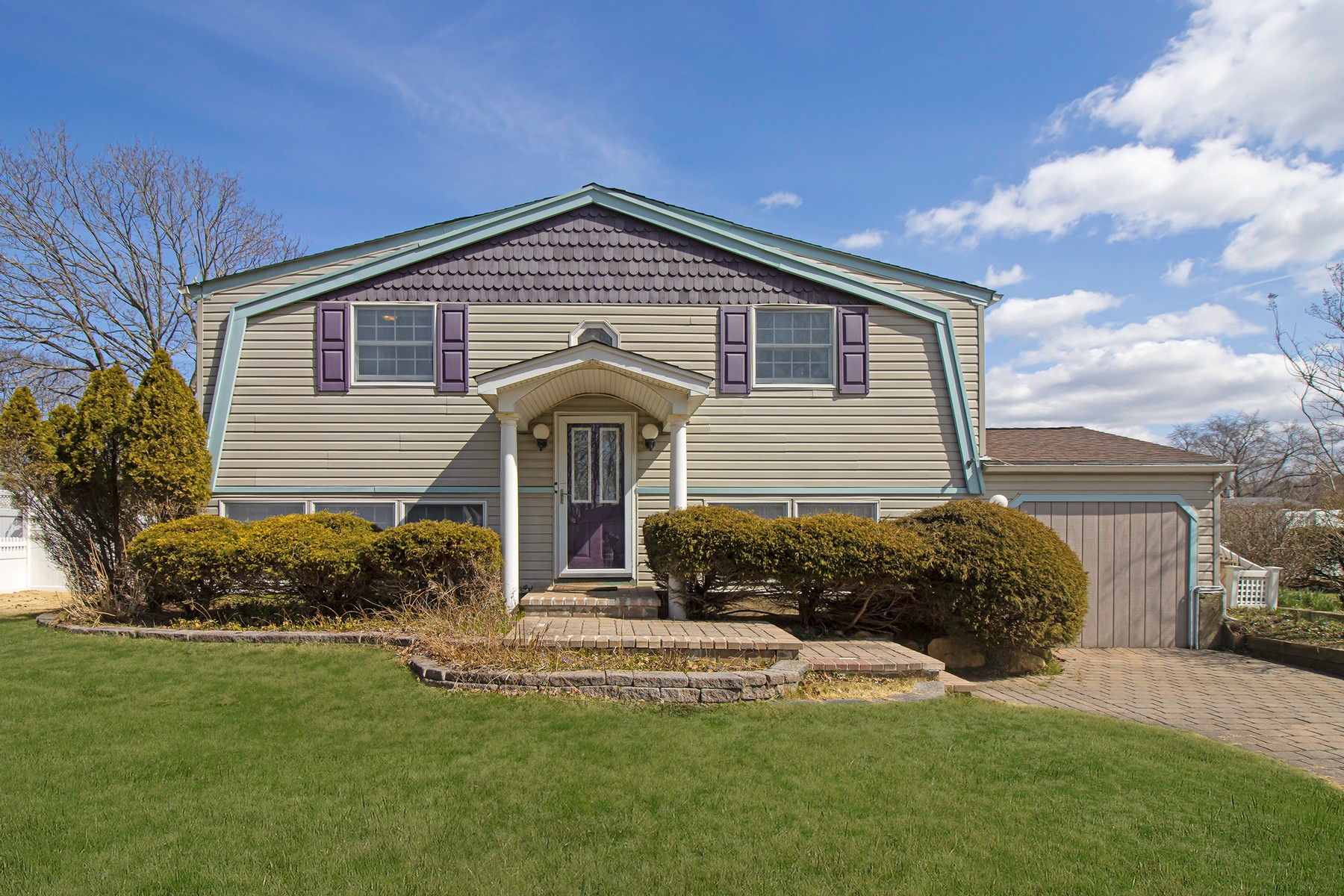 Single Family Homes for Sale at Heatherwood 55 University Heigh Drive Stony Brook, New York 11790 United States