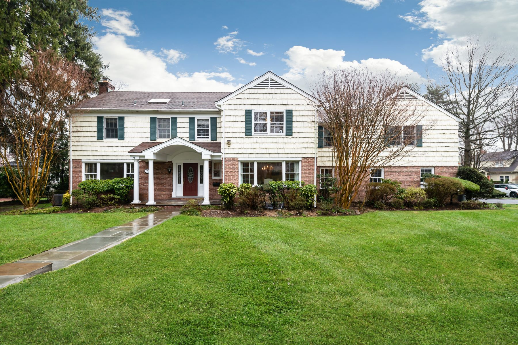 Single Family Homes for Active at Manhasset 10 Cross Road Manhasset, New York 11030 United States