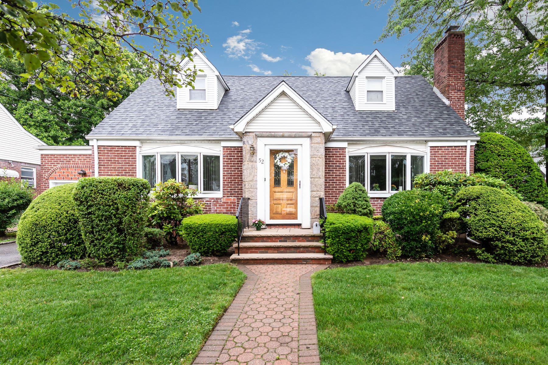 Single Family Homes 為 出售 在 New Hyde Park 52 Pilgrim St, New Hyde Park, 纽约 11040 美國