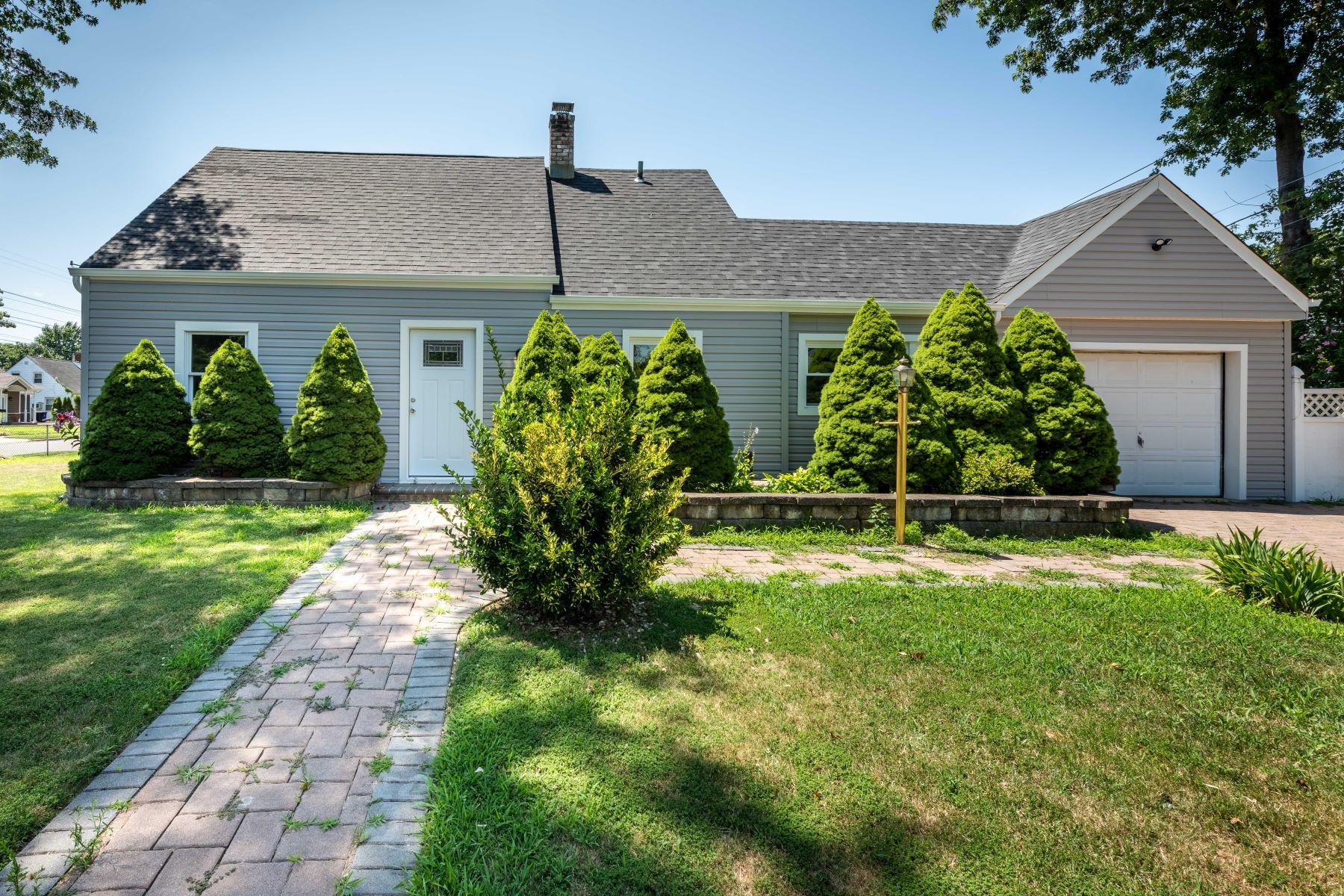 Single Family Homes 為 出售 在 Levittown 2 Heather Ln, Levittown, 纽约 11756 美國