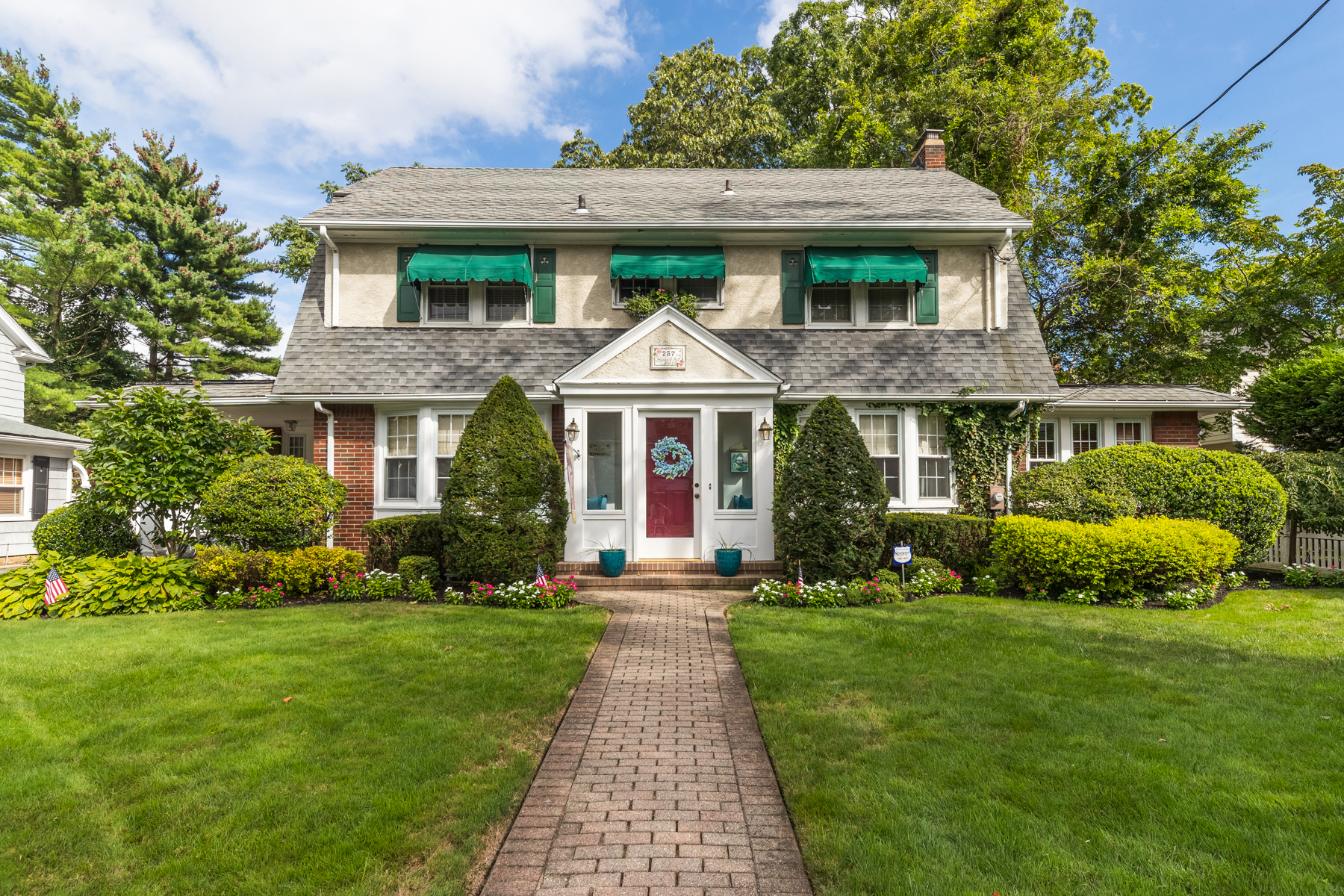 Single Family Homes for Sale at Rockville Centre 257 Harvard Ave Rockville Centre, New York 11570 United States