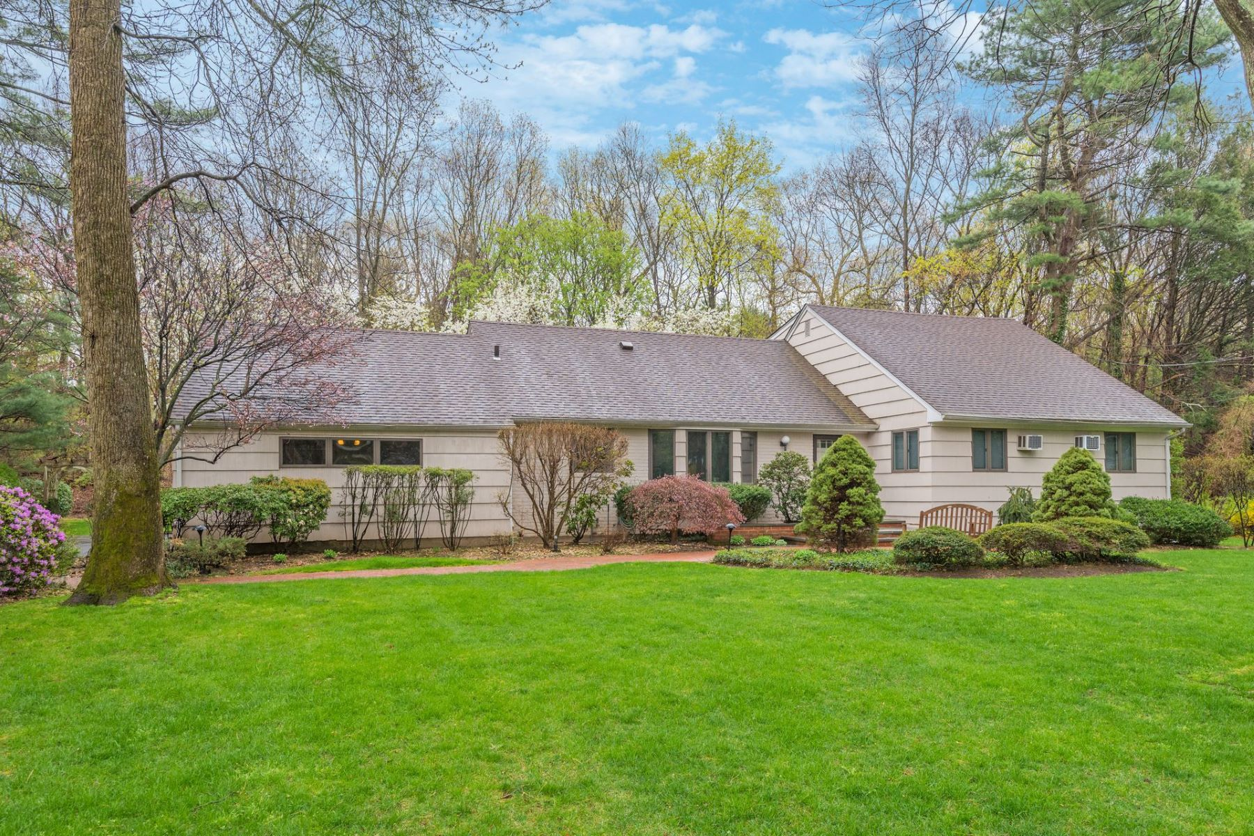 Single Family Homes for Sale at Dix Hills 8 Beltane Dr Dix Hills, New York 11746 United States
