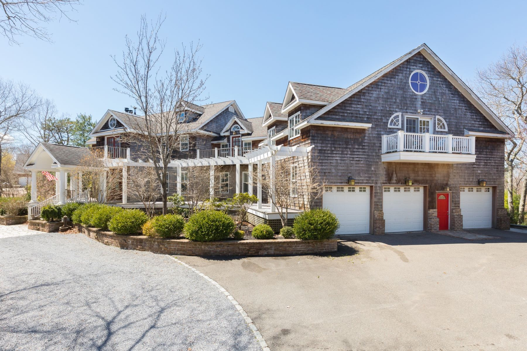 Single Family Homes pour l Vente à Hampton Bays 12 Red Creek Cir, Hampton Bays, New York 11946 États-Unis