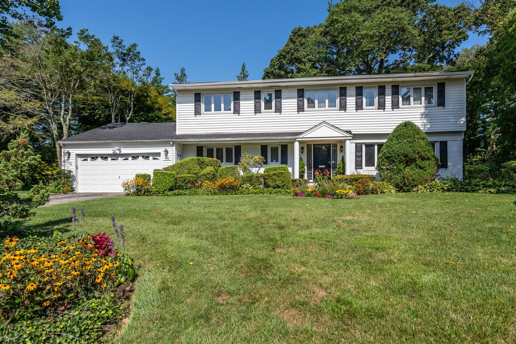 Single Family Homes for Active at East Hills 170 Chestnut Dr East Hills, New York 11576 United States