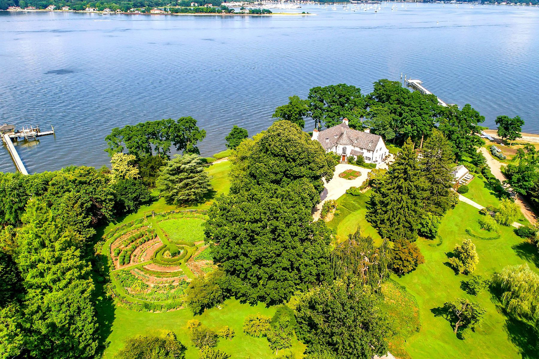 Single Family Homes for Sale at Great Neck 229 Dock Ln Great Neck, New York 11024 United States