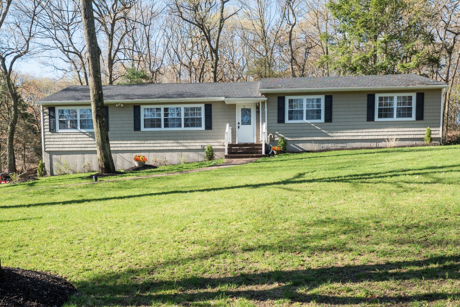 Single Family Homes for Sale at E. Northport 190 Daly Rd East Northport, New York 11731 United States