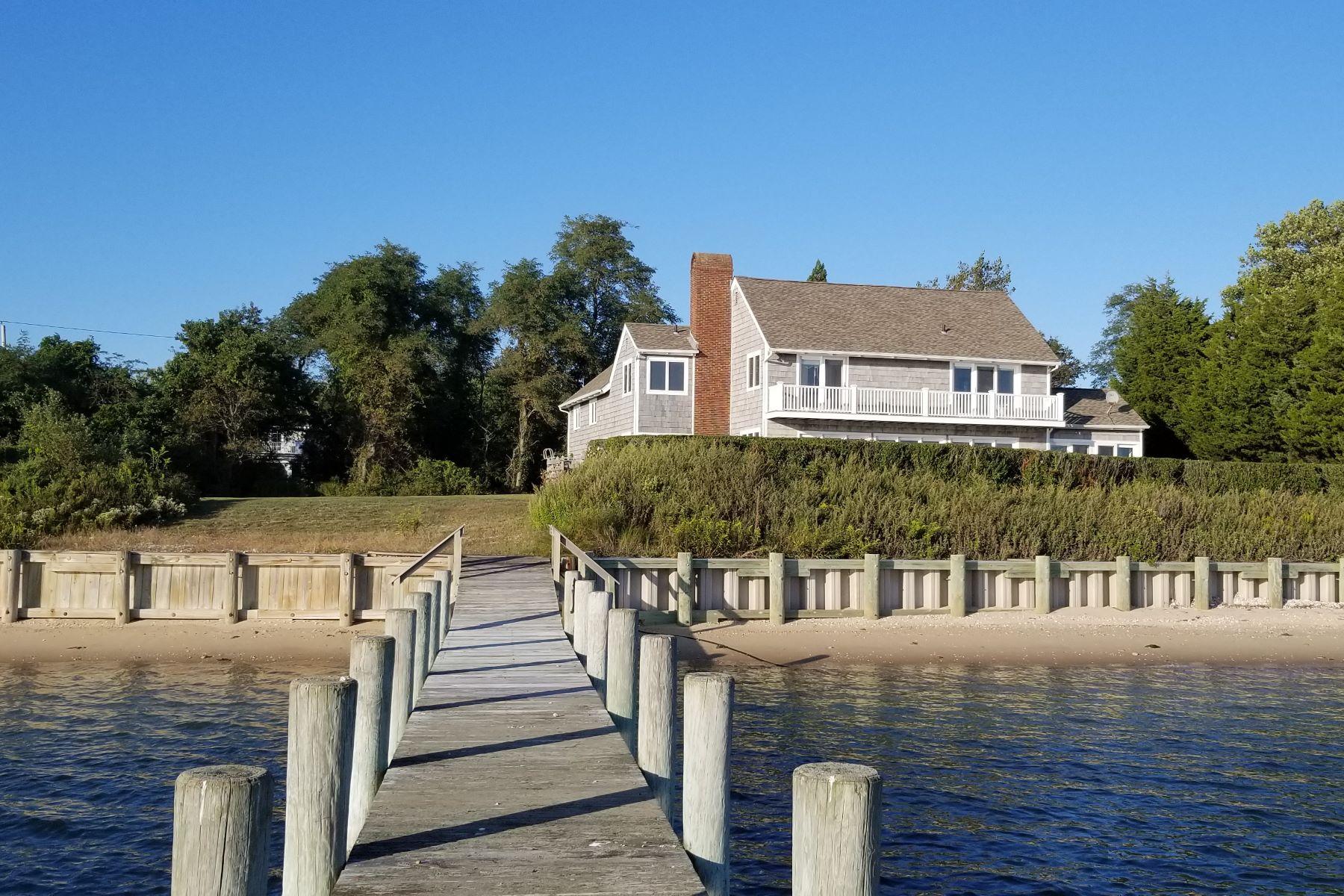 Single Family Homes por un Venta en Shelter Island 90 Peconic Avenue Shelter Island, Nueva York 11964 Estados Unidos