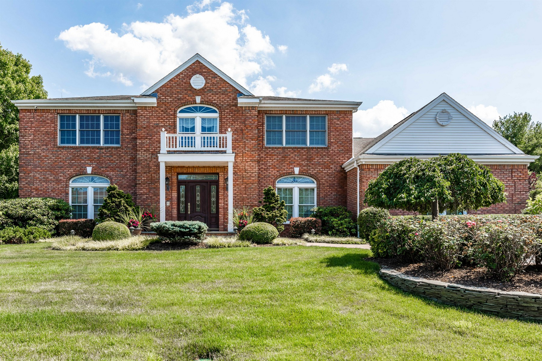 Single Family Homes for Active at Woodbury 14 Caumsett Farms Ln Woodbury, New York 11797 United States