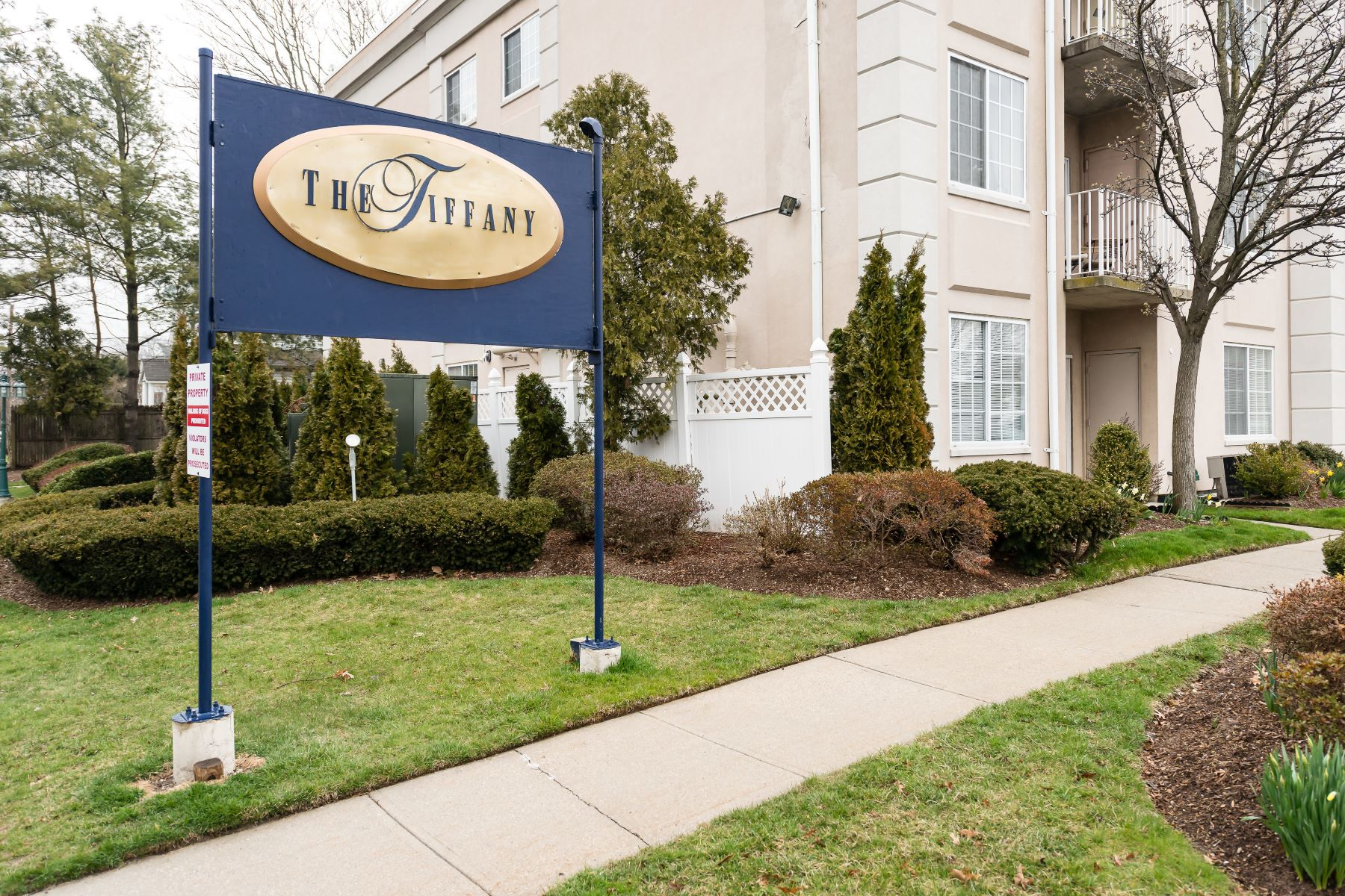 Condominiums for Active at Westbury 54 School Street , 115 Westbury, New York 11590 United States