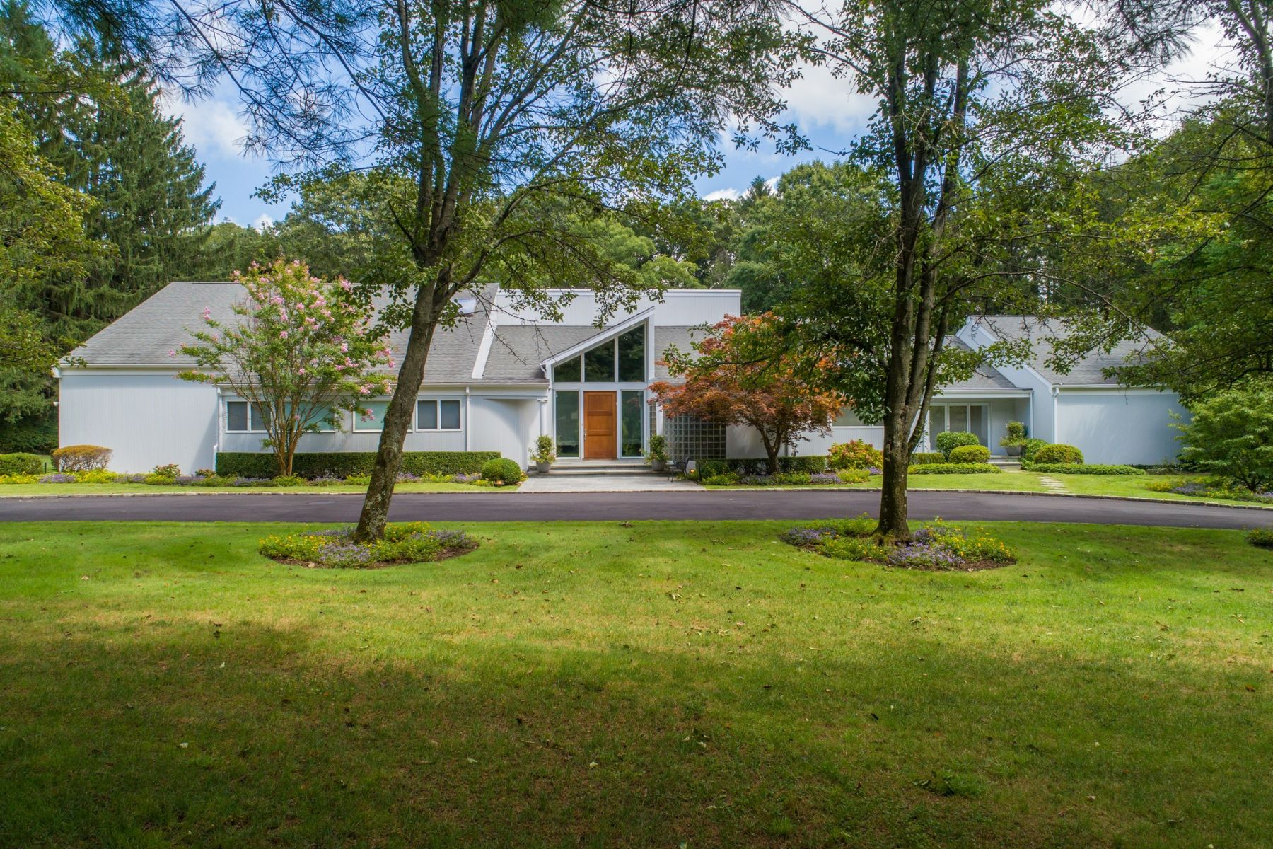 Single Family Homes for Sale at Old Westbury 49 Rolling Hill Lane Old Westbury, New York 11568 United States
