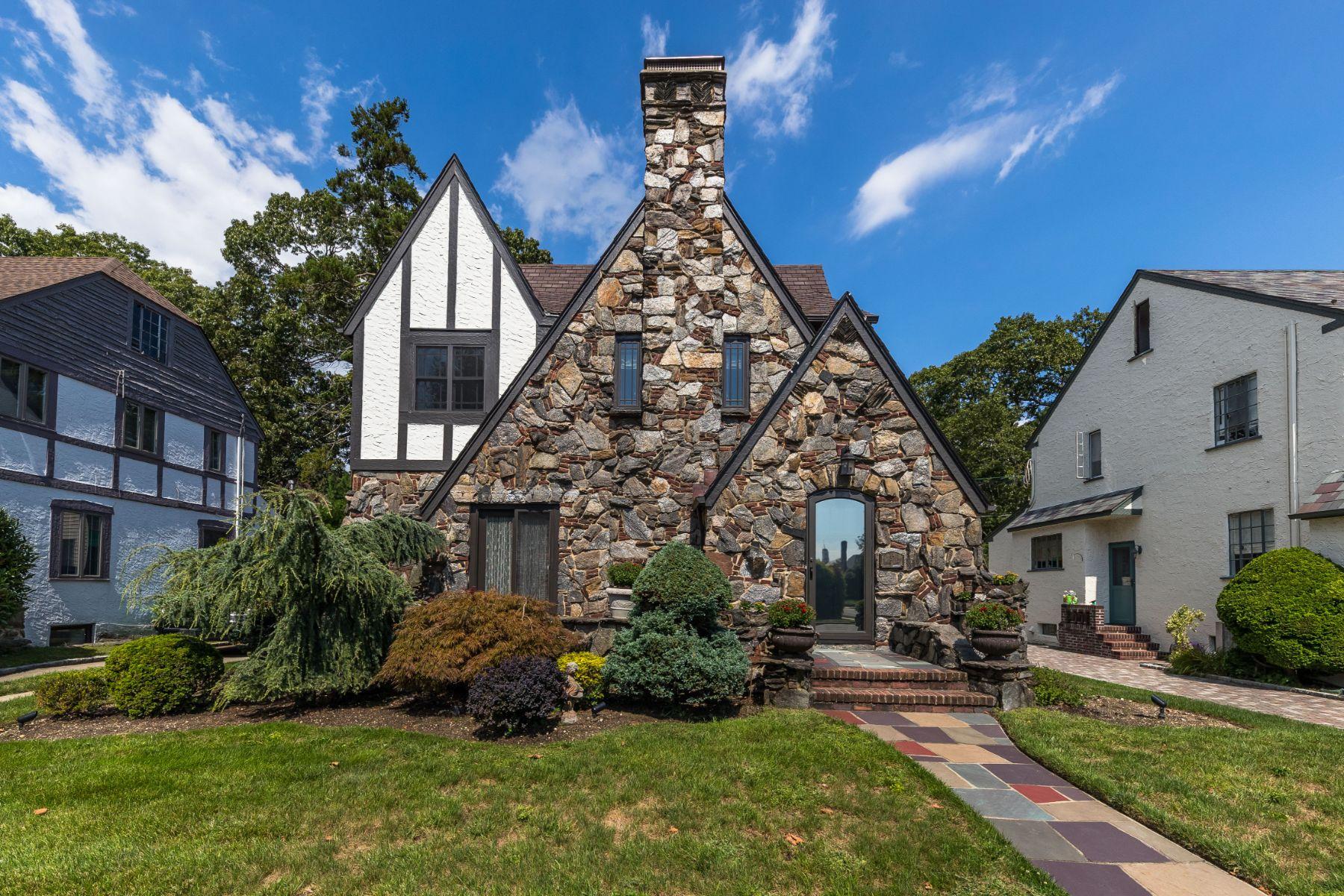 Single Family Homes for Sale at Rockville Centre 57 Park Ln Rockville Centre, New York 11570 United States