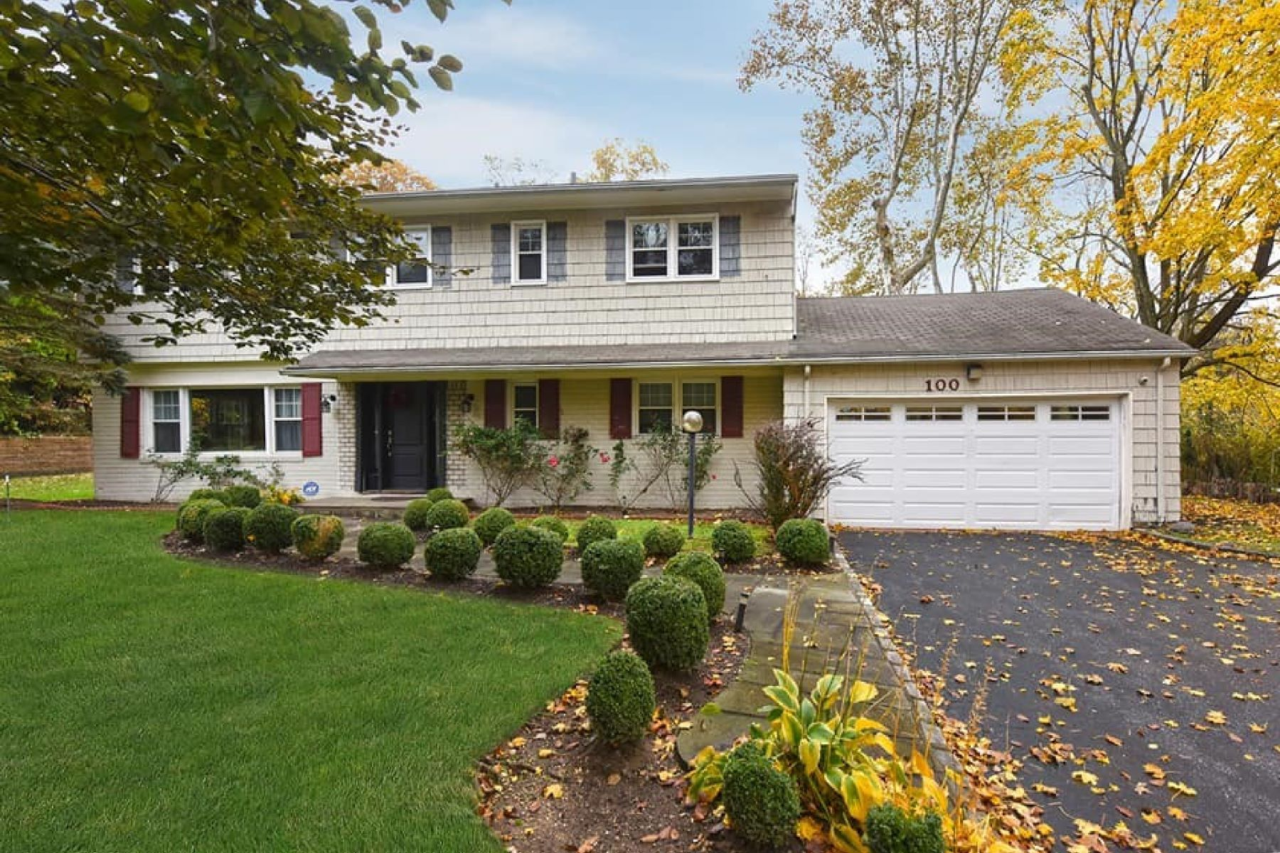 Single Family Homes for Active at East Hills 100 Elm Drive East Hills, New York 11576 United States