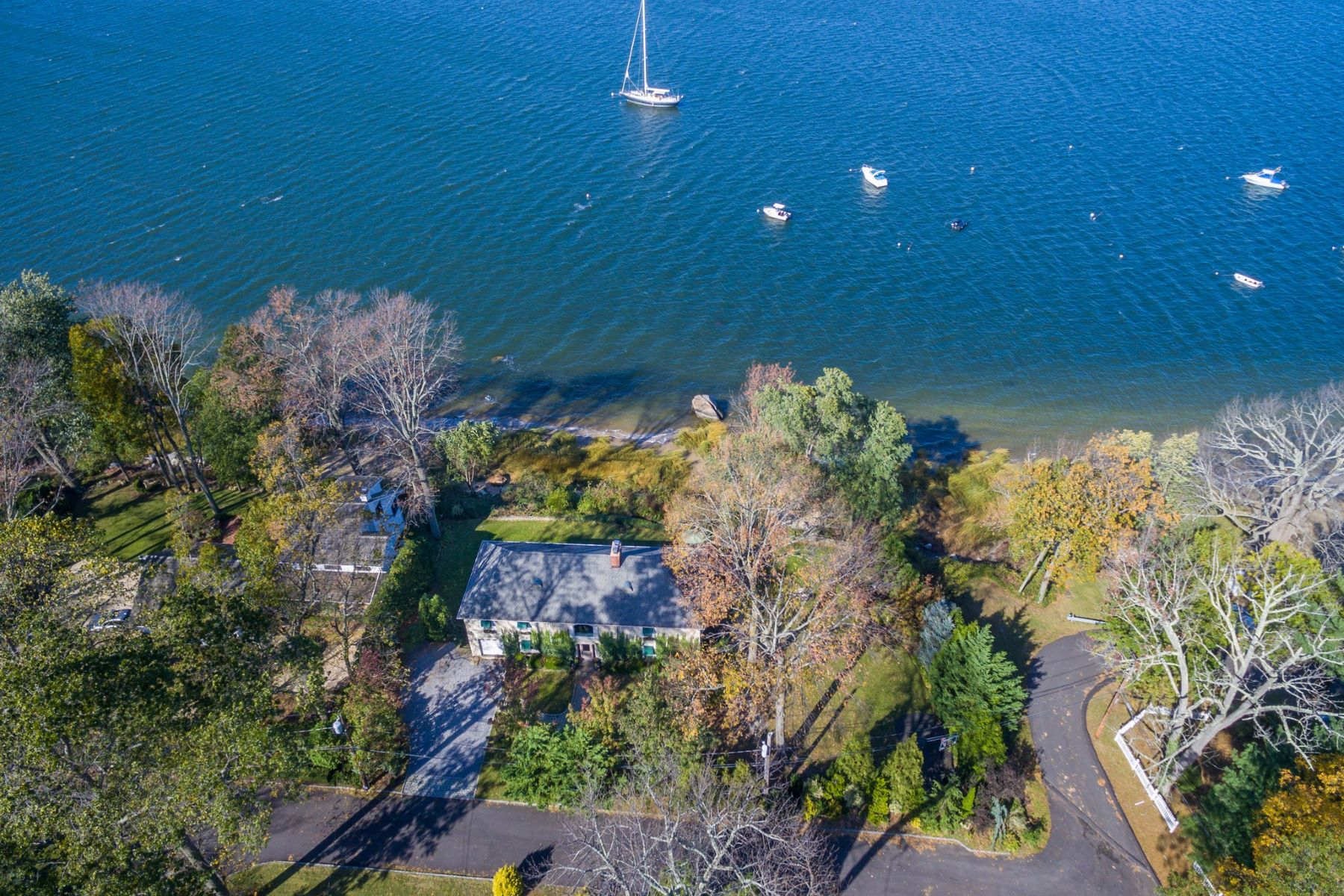 Single Family Homes for Sale at 433 Centre Island Rd Centre Island, New York 11771 United States