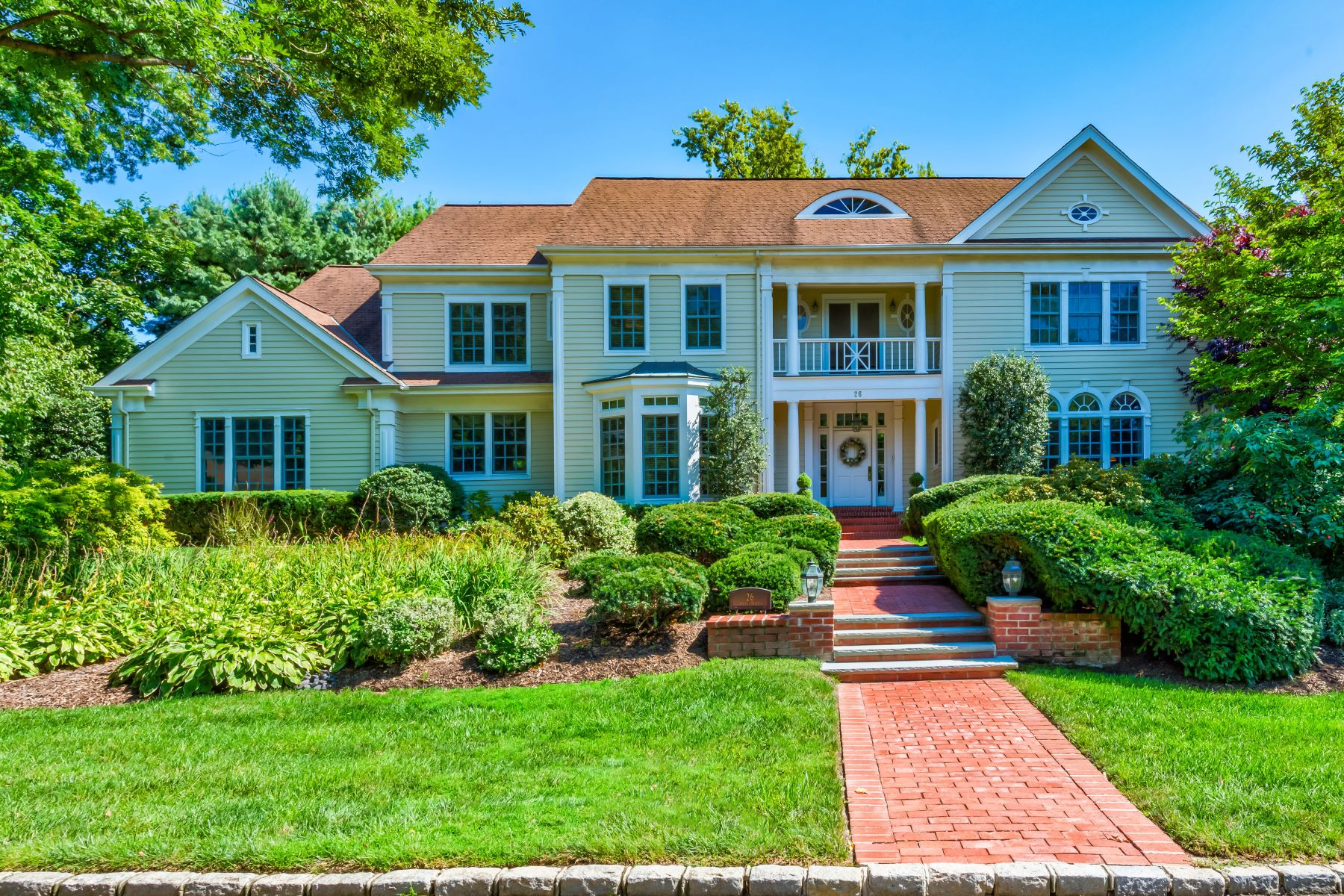 Single Family Homes for Sale at Manhasset 26 West Dr Manhasset, New York 11030 United States